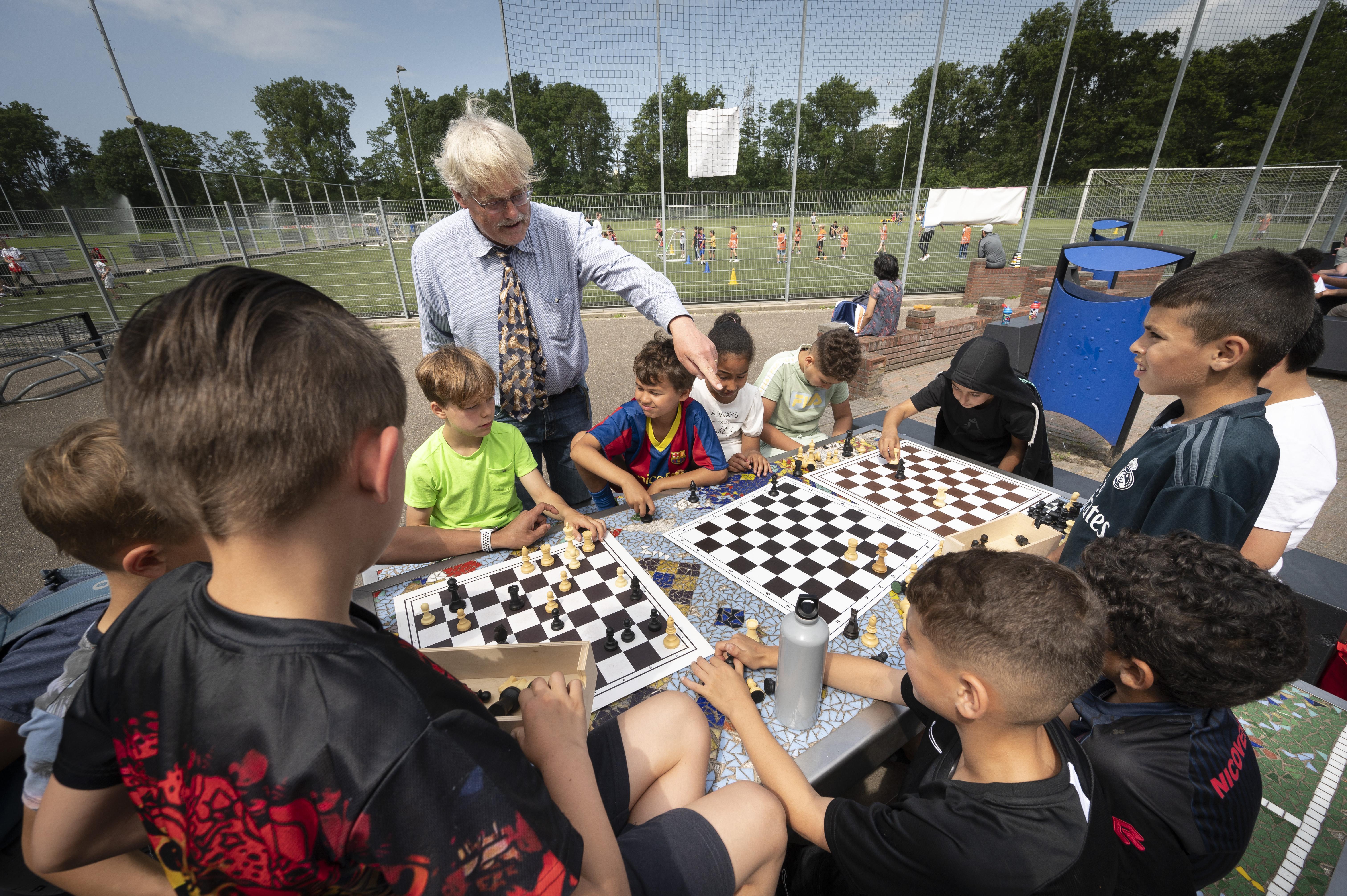 Kinderen kunnen weer zomer lang gratis sporten: Leiden Sportzomer van start op Sportpark Noord