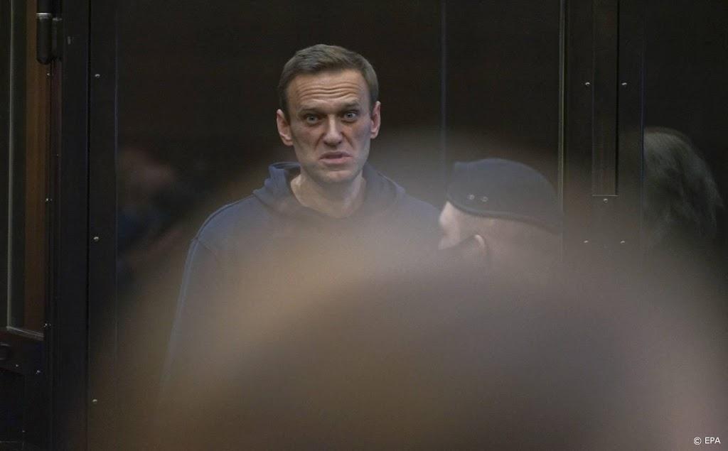 Russisch oppositieleider Navalni via videolink bij rechtszitting