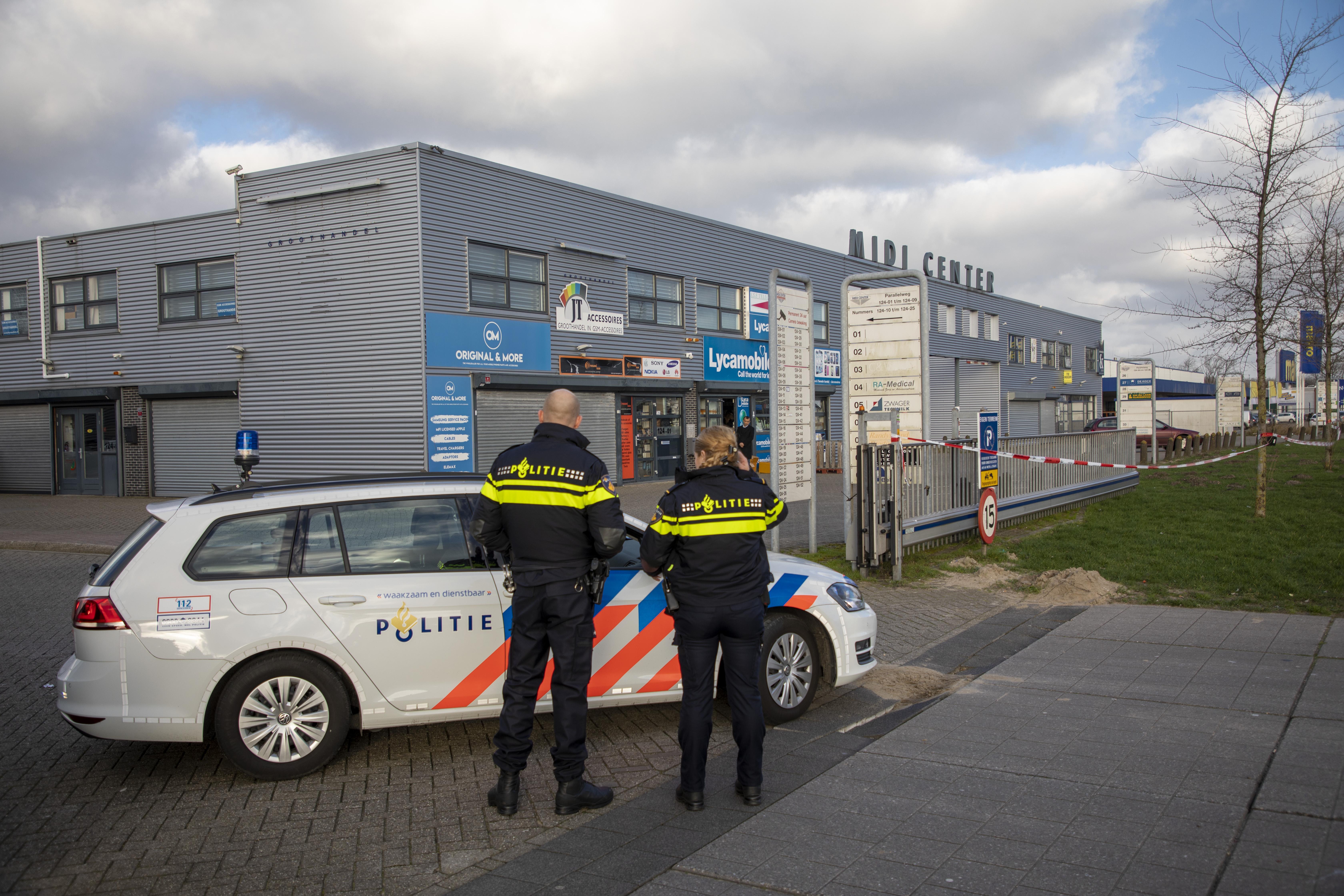 Verdenking van ondergrondse bankieren: de vier panden op Midi Center in Beverwijk blijven zes maanden dicht