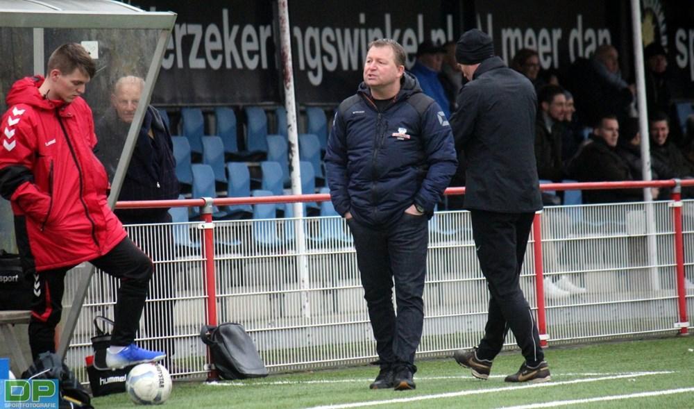 Alcmaria Victrix wil frisse koers en neemt na vijf jaar afscheid van Arjan Huisman als hoofdtrainer: 'Dit valt koud op mijn dak'
