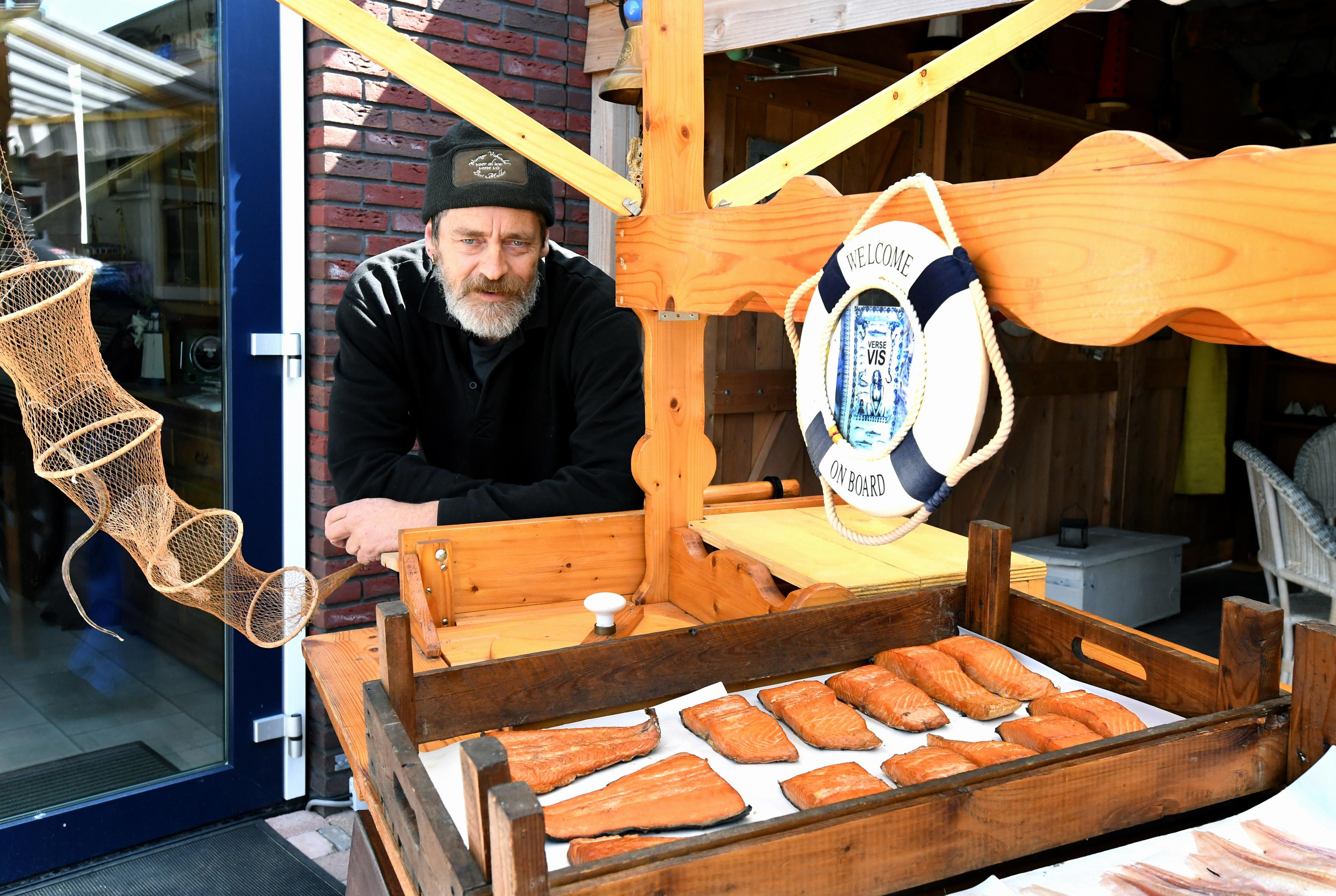 'Je begint met een visje voor de buurvrouw en voor je het weet heb je het druk', Wieringer Vishandel heeft het drukker dan ooit
