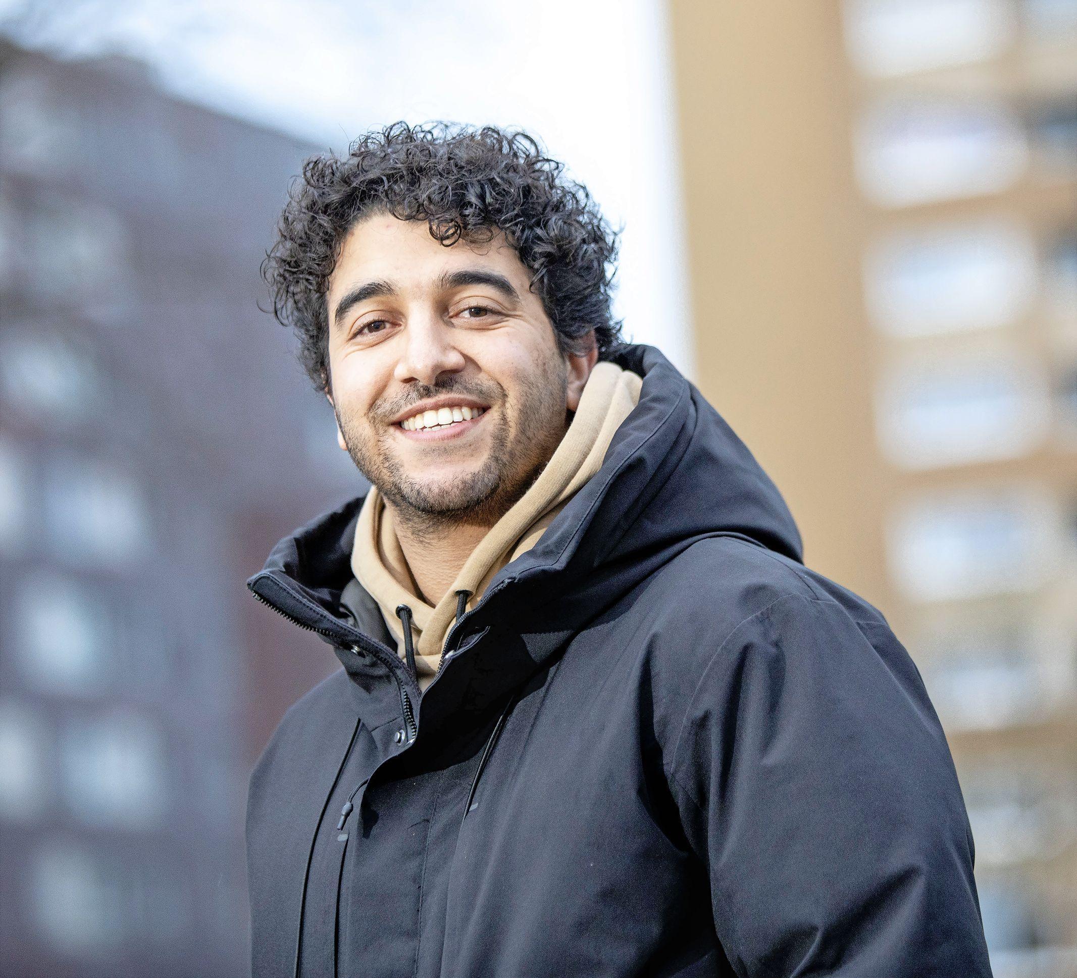 'Onze grote kracht is dat we zelf jong zijn'. Ilias Houda en zijn team gaan scholieren in Haarlem-Schalkwijk helpen