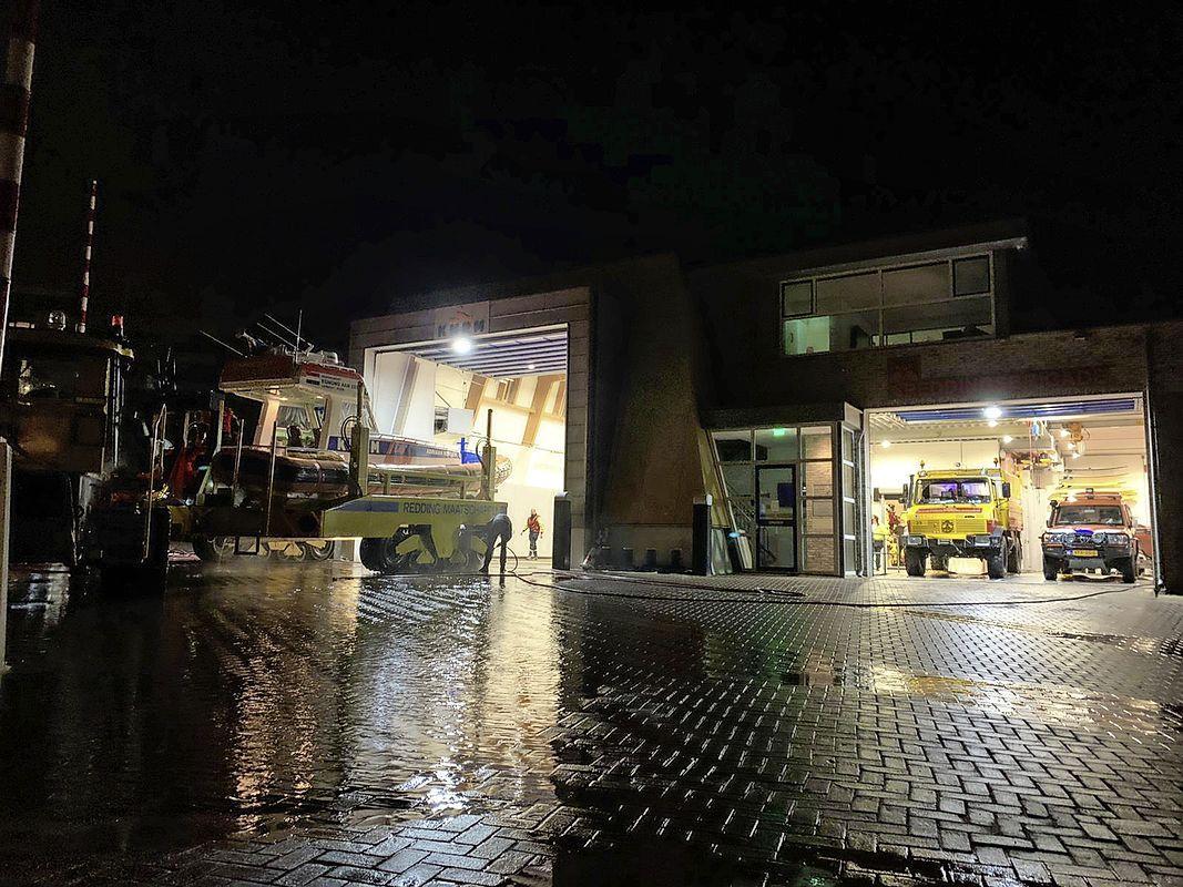 Groot alarm in Egmond aan Zee: een vermiste persoon in het water. Na een uur zoeken blijkt de zwemmer het strand al te hebben verlaten