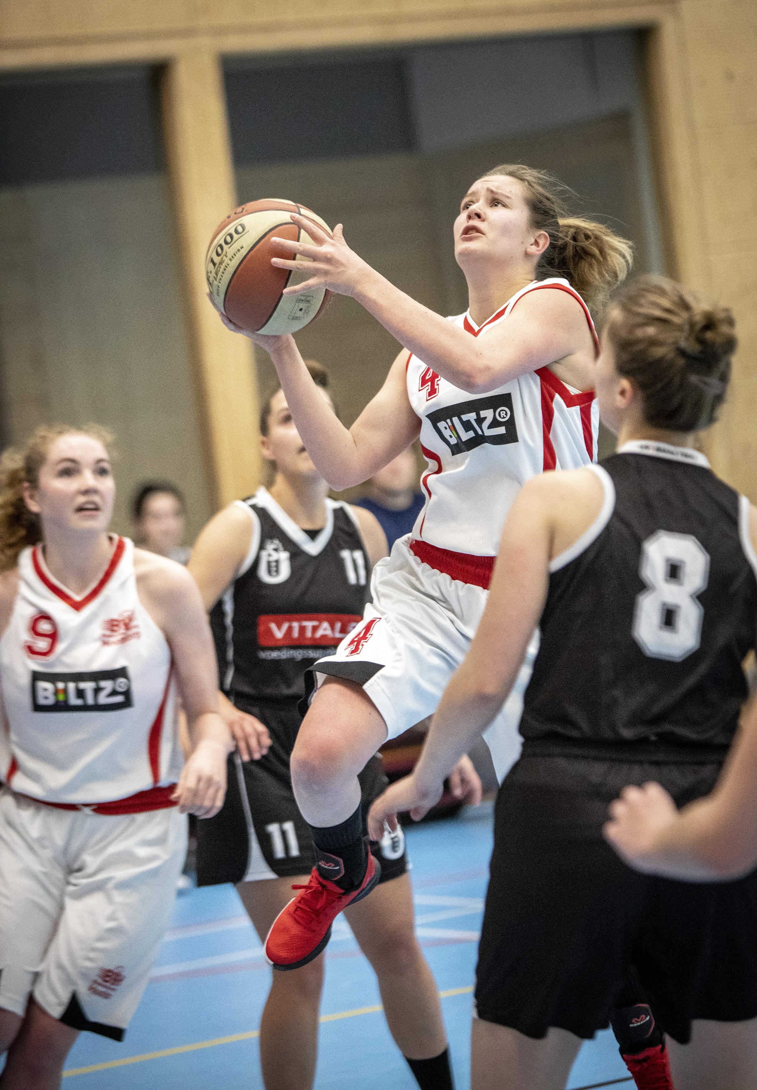 Basketbalsters BV Hoofddorp nog in de race