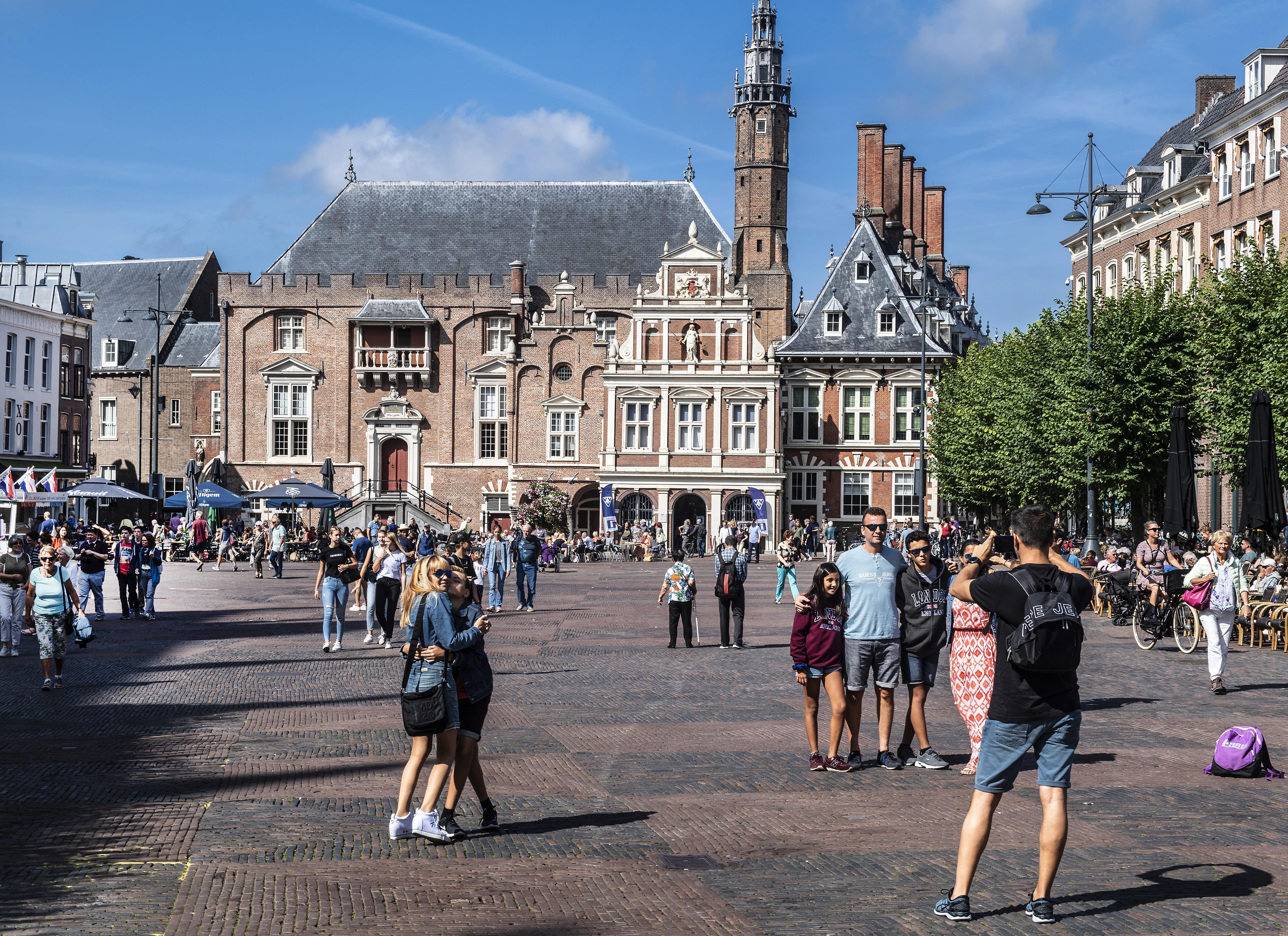 Oppositie Haarlem wil dat gemeenteraad bijeen komt over benoeming stadsdichter Insayno