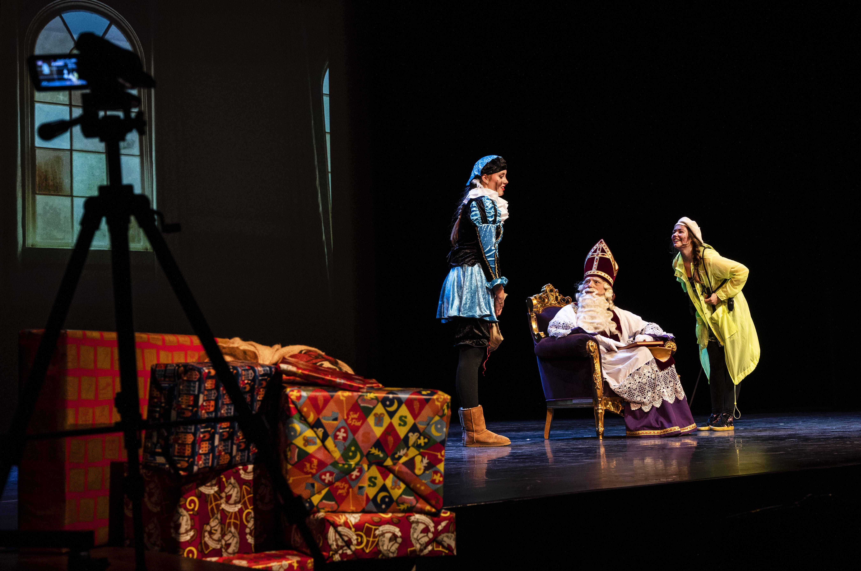 De Grote Sintshow van DanceWorks Velsen via livestream: 'Je bent apart geschapen, uit een ander hoopje klei'