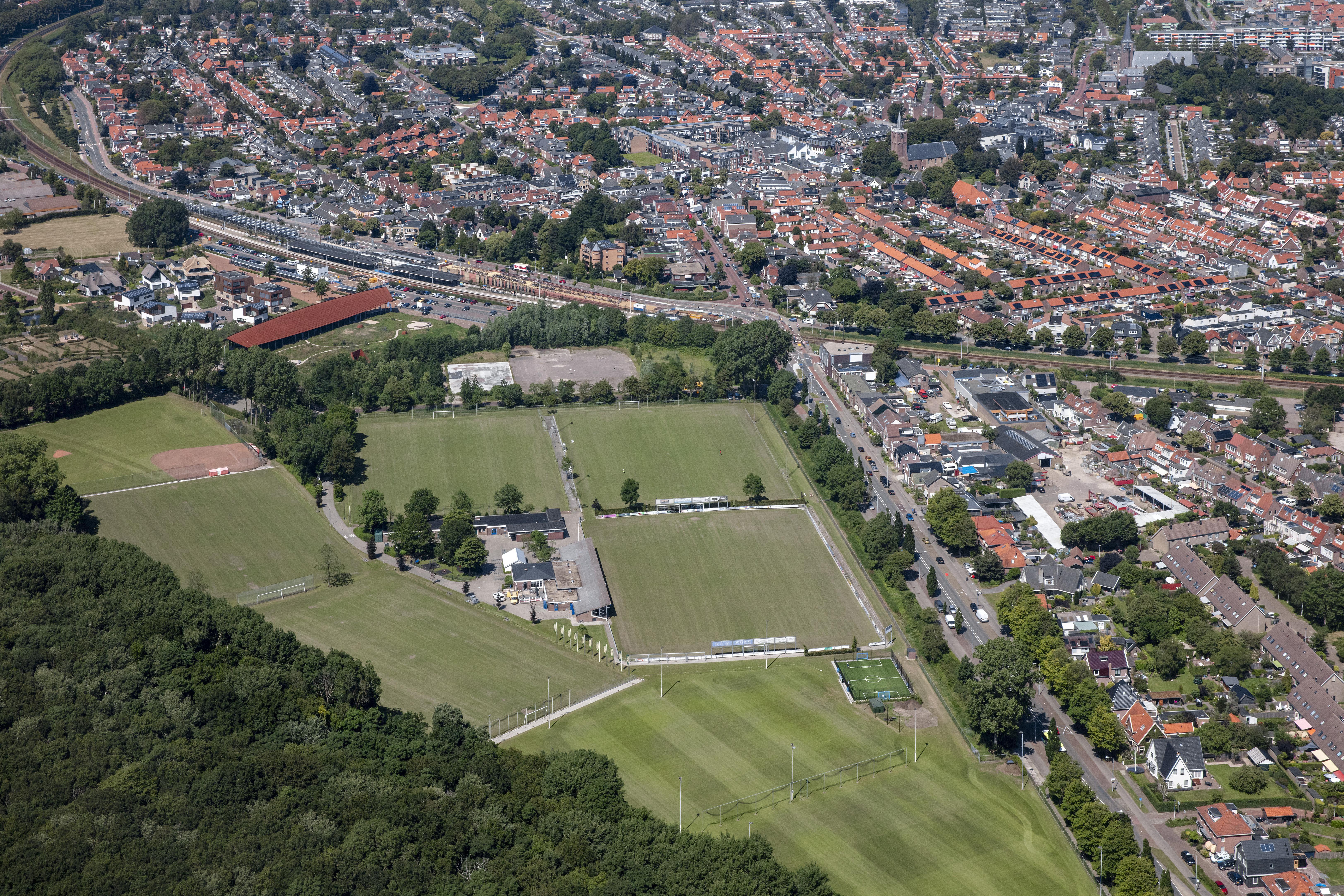 Vitesse'22 wil geen flexwoningen. De Castricumse voetbalclub is de proefballonnetjes zat: 'We moeten de kranten goed volgen om bij te houden wat inventieve wethouders en raadsleden van plan zijn met ons terrein'