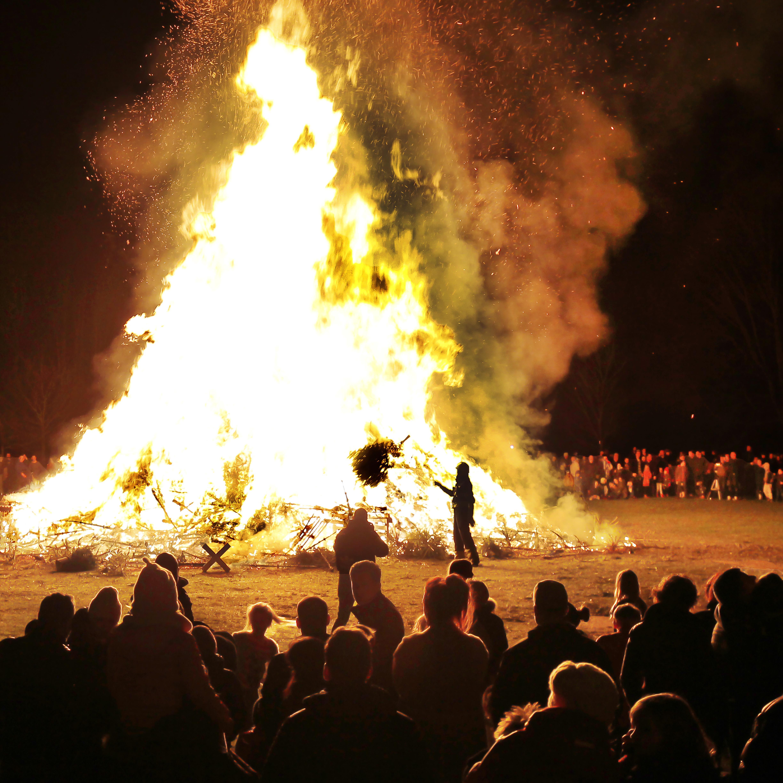 Dit jaar geen metershoge vlammen; kerstboomverbrandingen gaan door corona niet door in IJmond