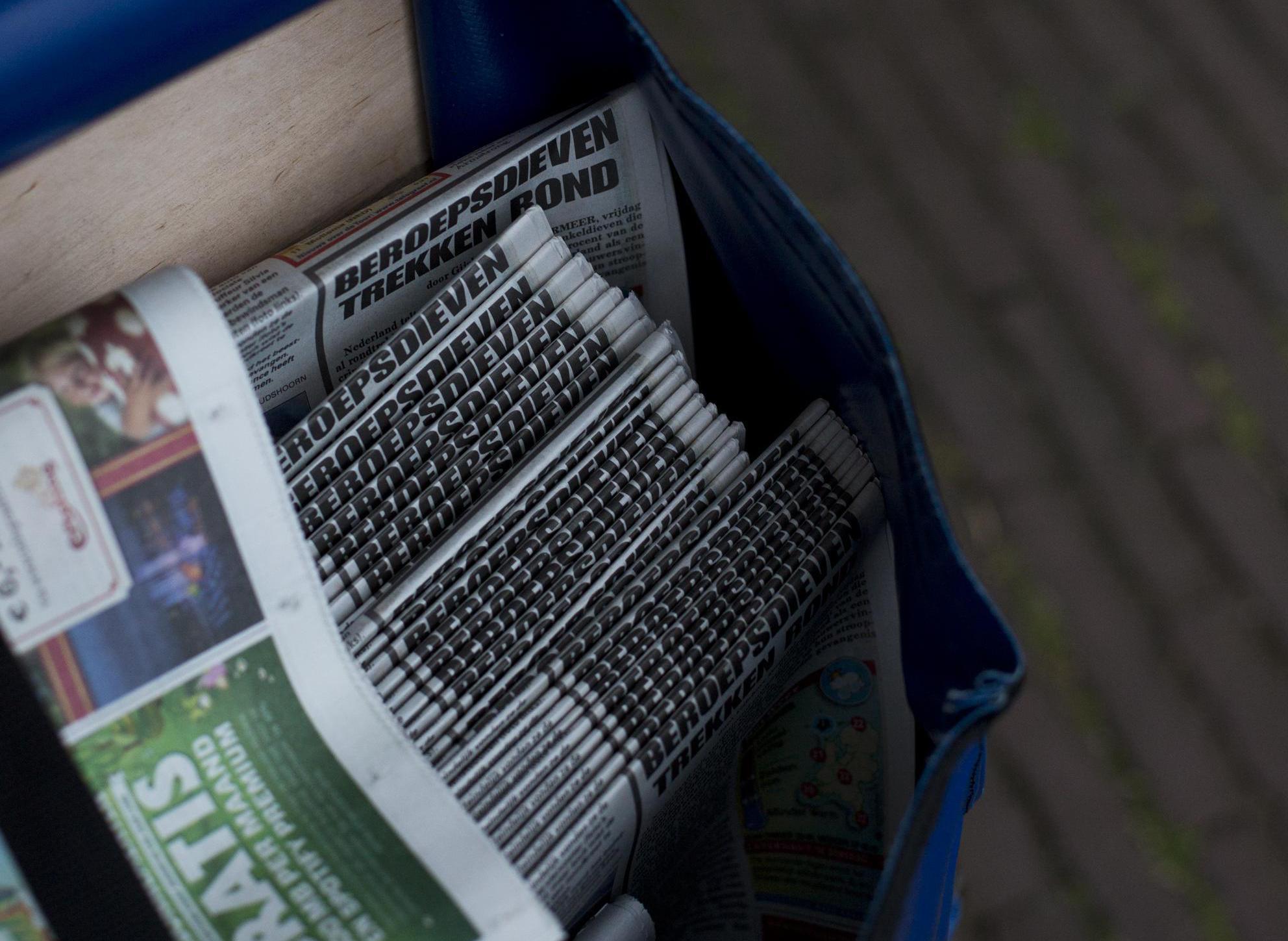 Oplichter doet zich voor als krantenbezorger in Heerhugowaard. Met een nieuwjaarsgroet gaat hij langs de deuren