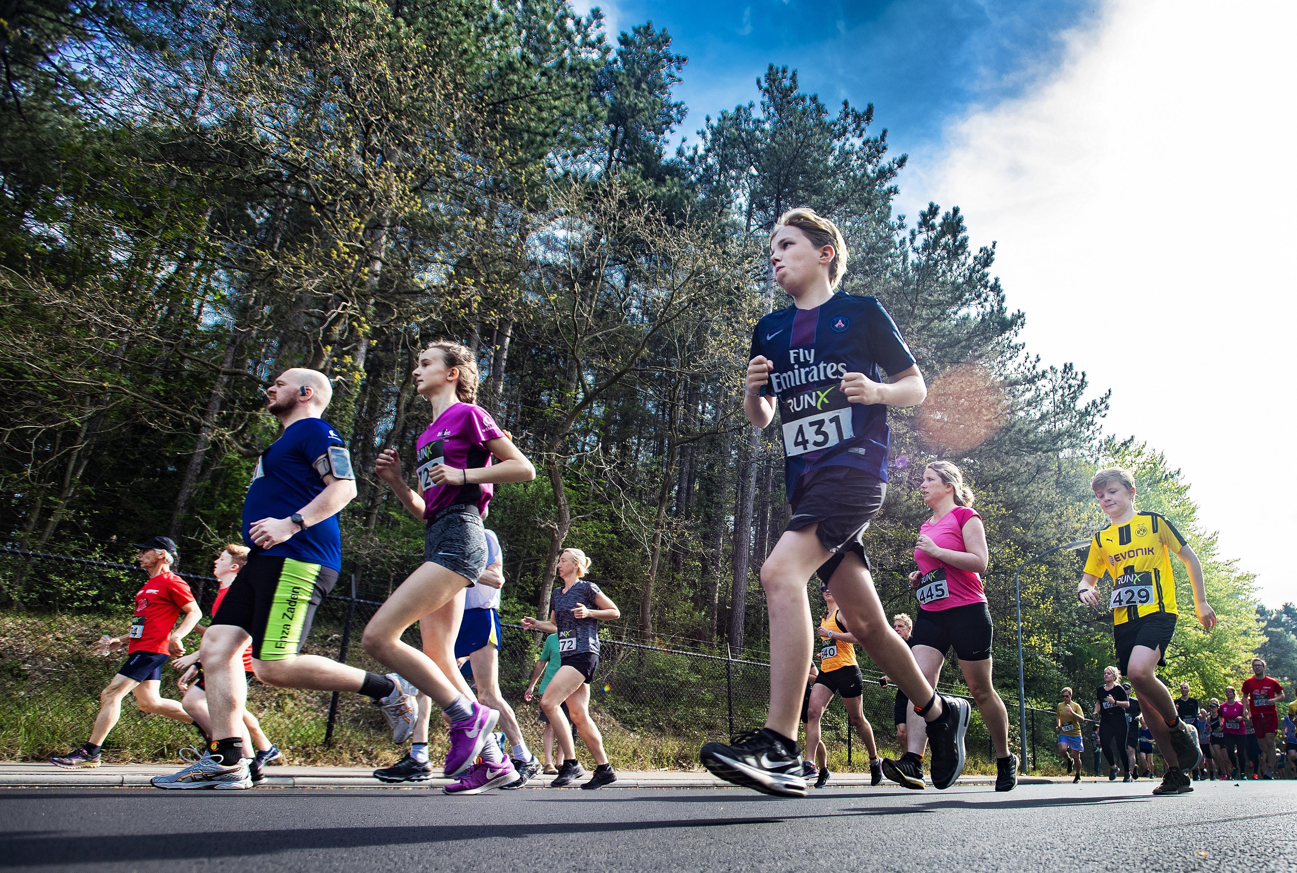 Daan Oppenhuis wint vijf kilometer Lions Heuvelloop in persoonlijk record