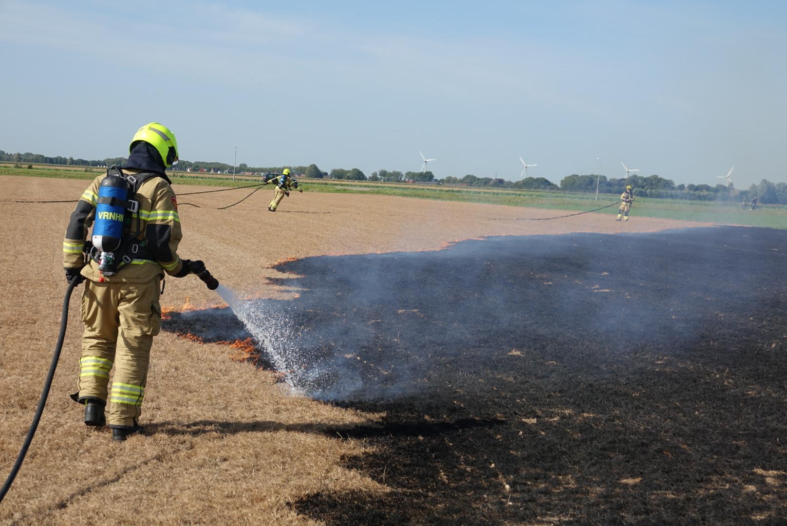 Stoomtrein veroorzaakt brand in weiland Twisk