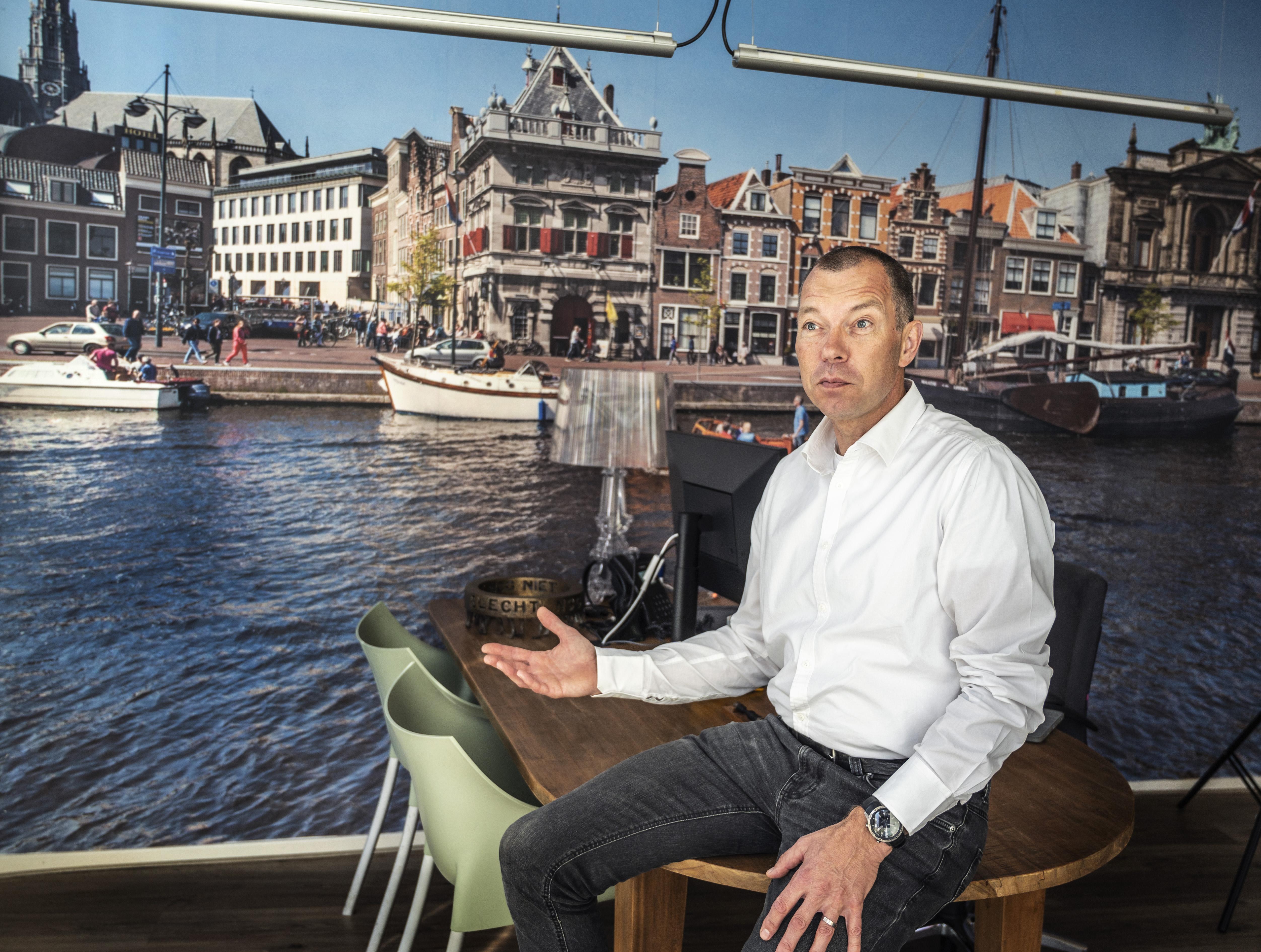 Eric Weijers is al 25 jaar makelaar in Haarlem: 'Starters, wacht niet, koop een huis. Ook nu.'