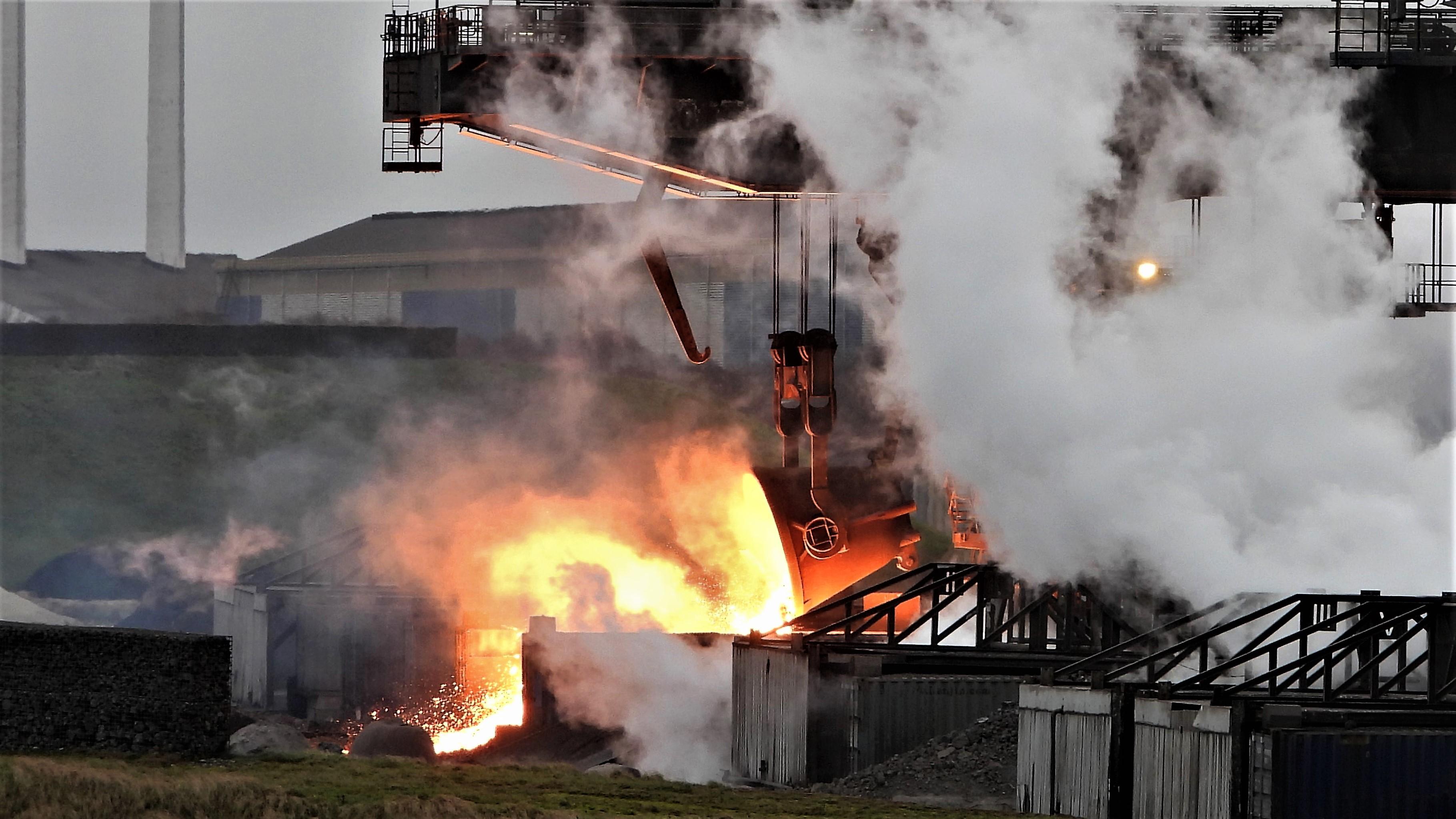 Slakverwerker Harsco op terrein Tata Steel negeert effect van storm: met windkracht 9 doorwerken mag eigenlijk niet