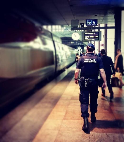 Man spreekt over bom: aangehouden op treinstation Schiphol
