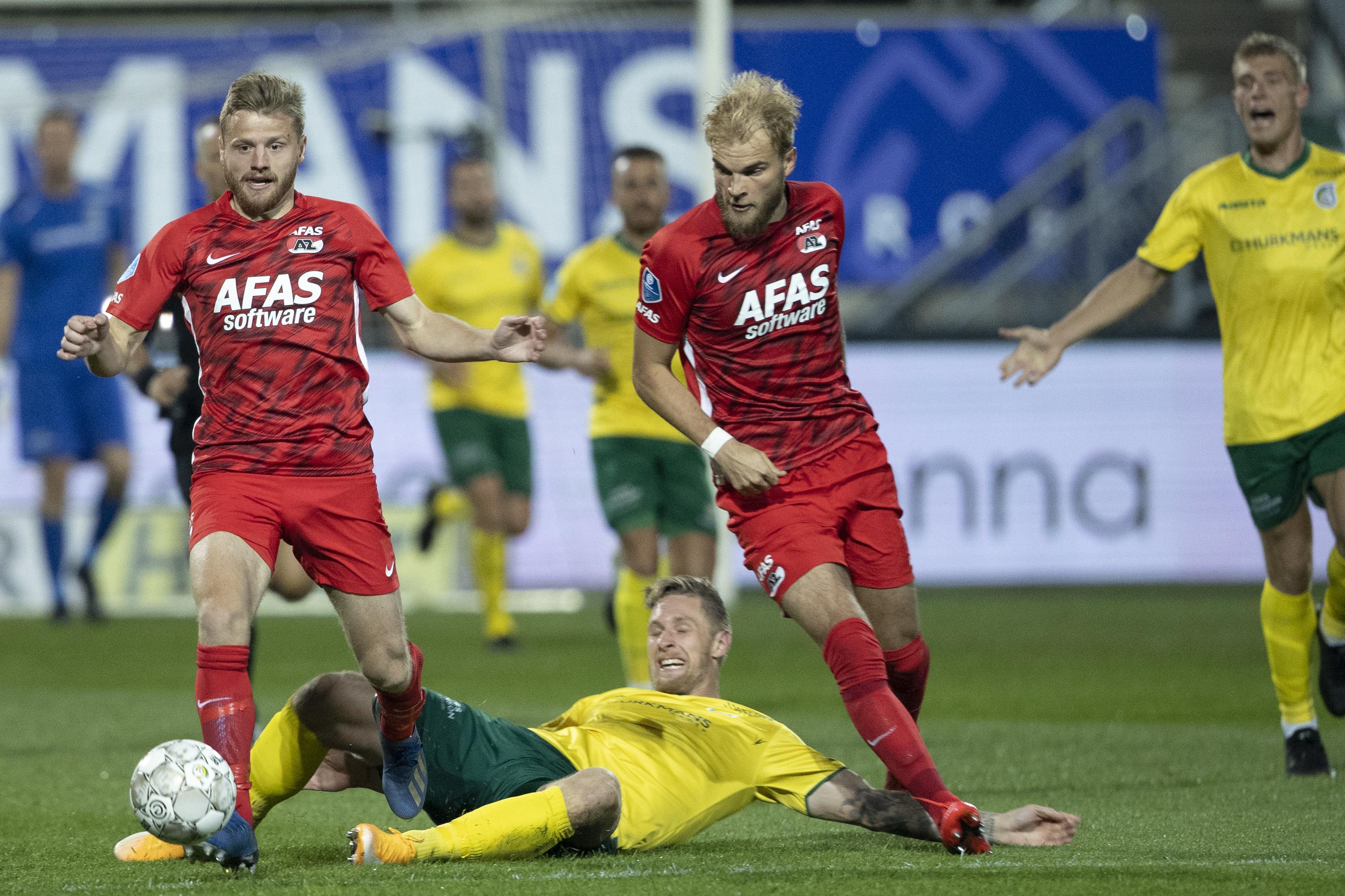 AZ laat eerste competitiezege diep in blessuretijd door de vingers glippen in Sittard