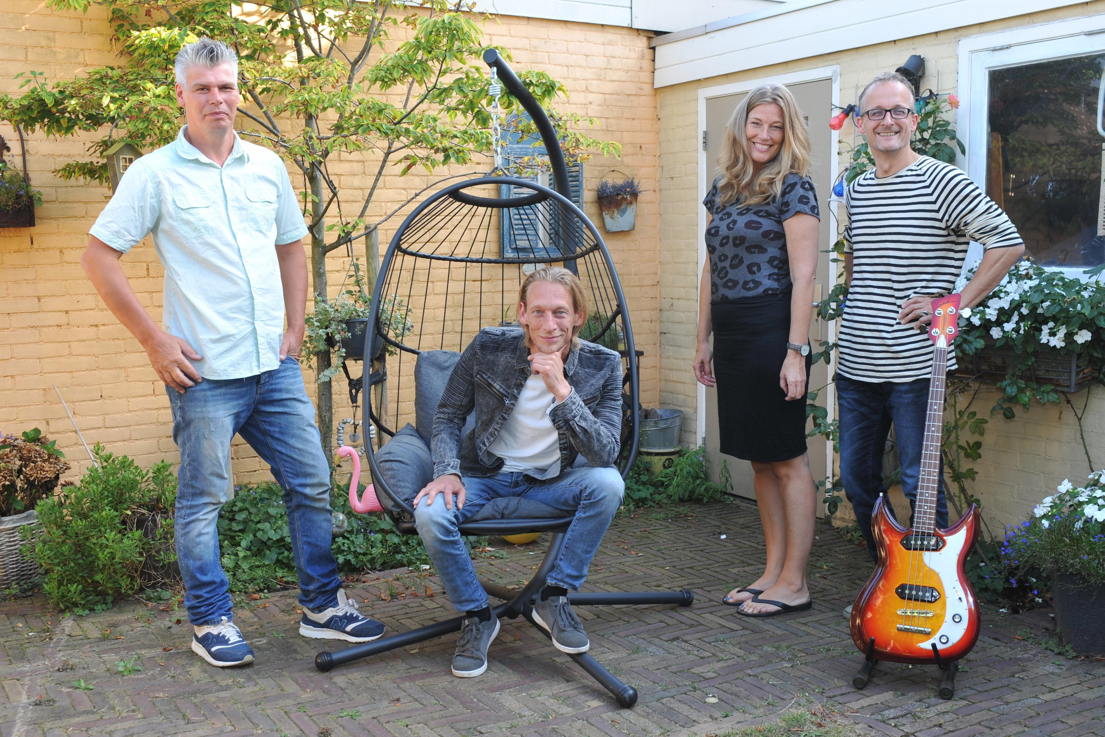 Dogs Called Kitty uit Beverwijk brengt analoog debuutalbum 'Lotusland' uit: 'Geen Hoogovens-sound' [video]