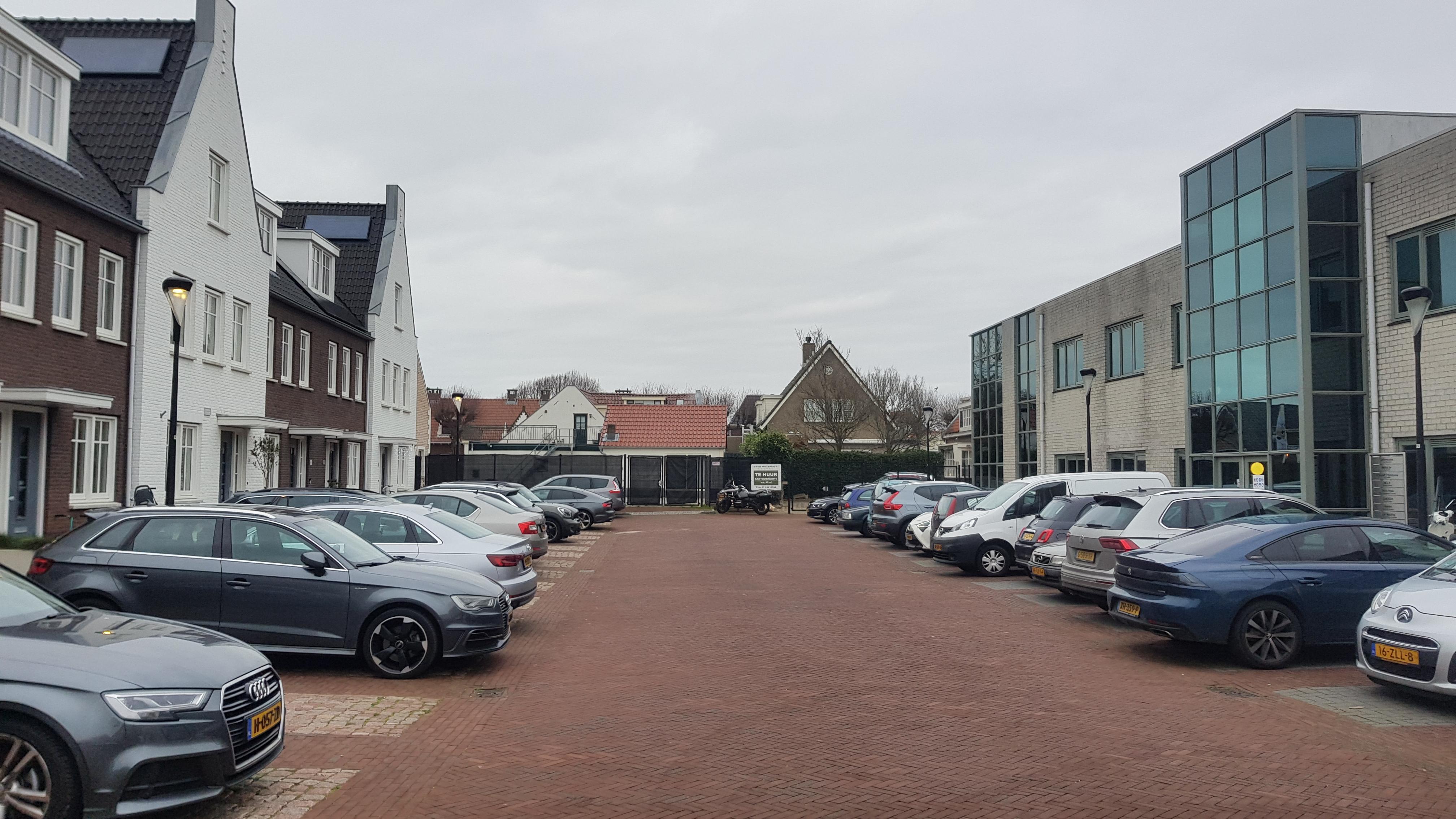 Noordwijks hofje maar voor de helft af, bewoners willen alsnog naleving bouwvergunning