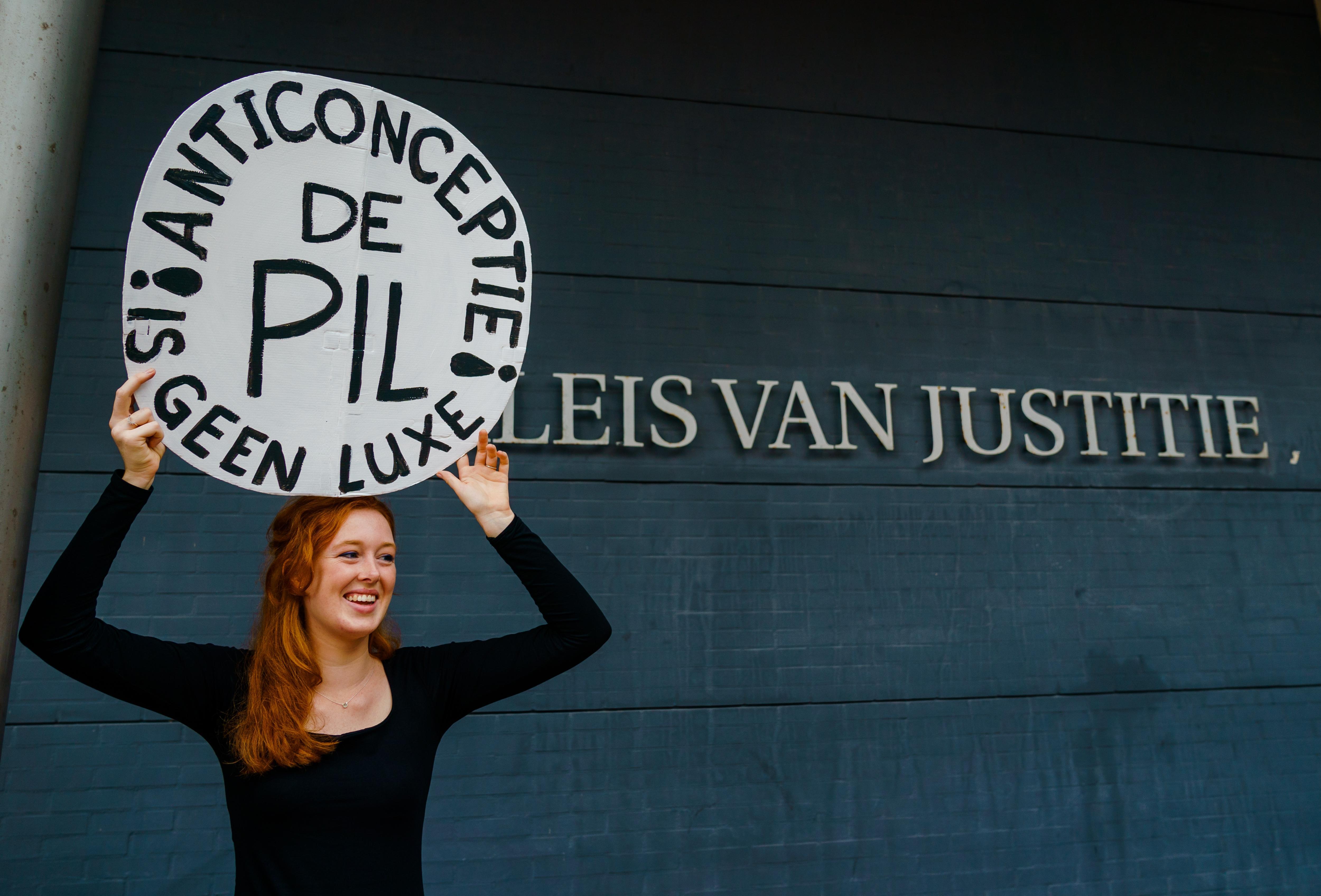 Advocaten verwijten Staat discriminatie omdat ze vrouwen laat opdraaien voor de kosten van anticonceptie