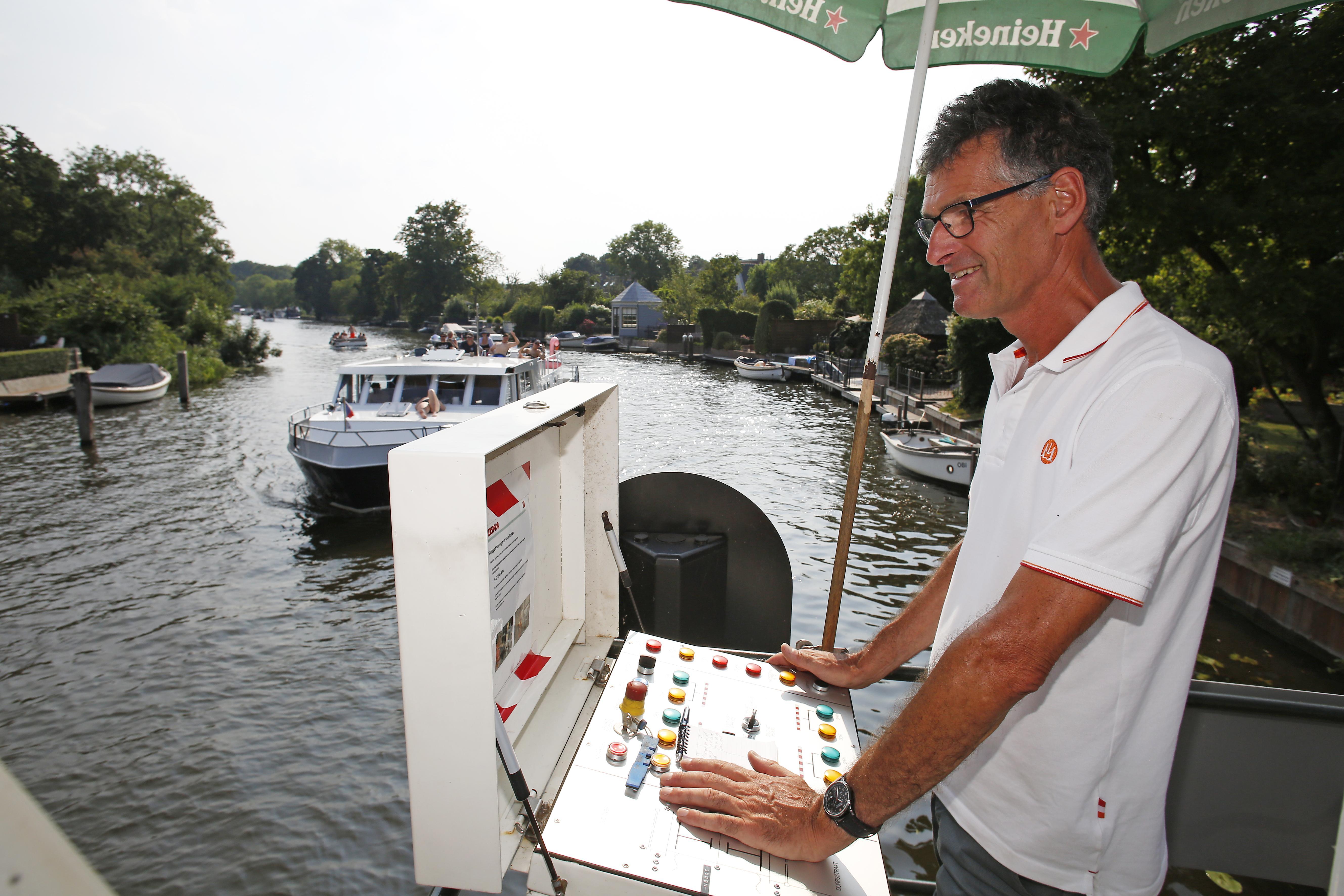 Ongekende drukte op het water van Vecht en bij het Hemeltje: 'Tweeduizend boten per dag is heel gewoon'