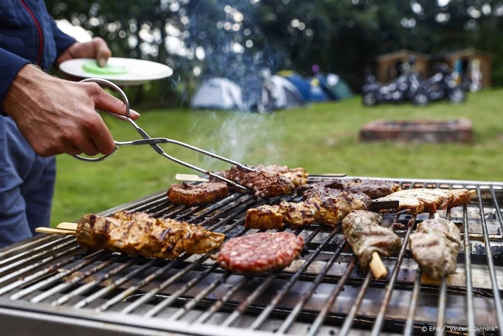 'Deel supermarkten schendt afspraken over barbecuevlees'