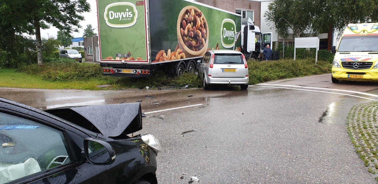 Gewonde en veel schade bij ongeval met vrachtwagen in Broek op Langedijk