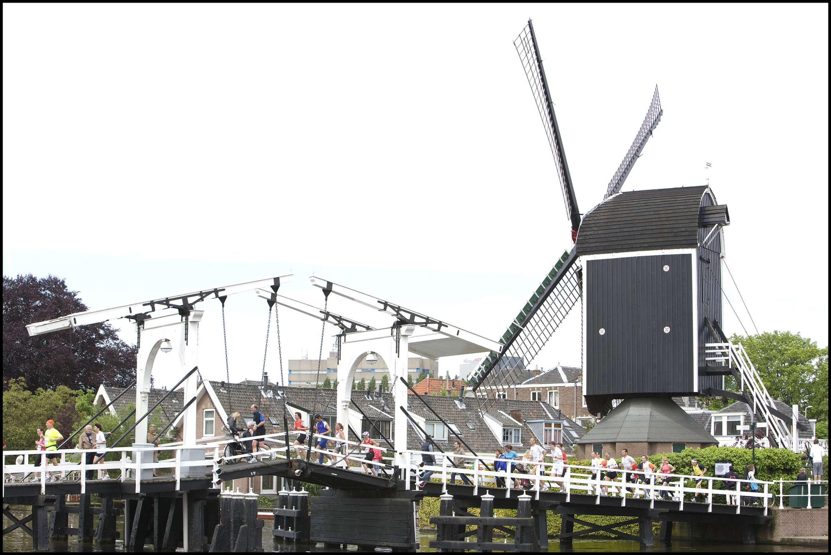 Nieuw evenement '100 bruggenloop' aangekondigd, door centrum van Leiden