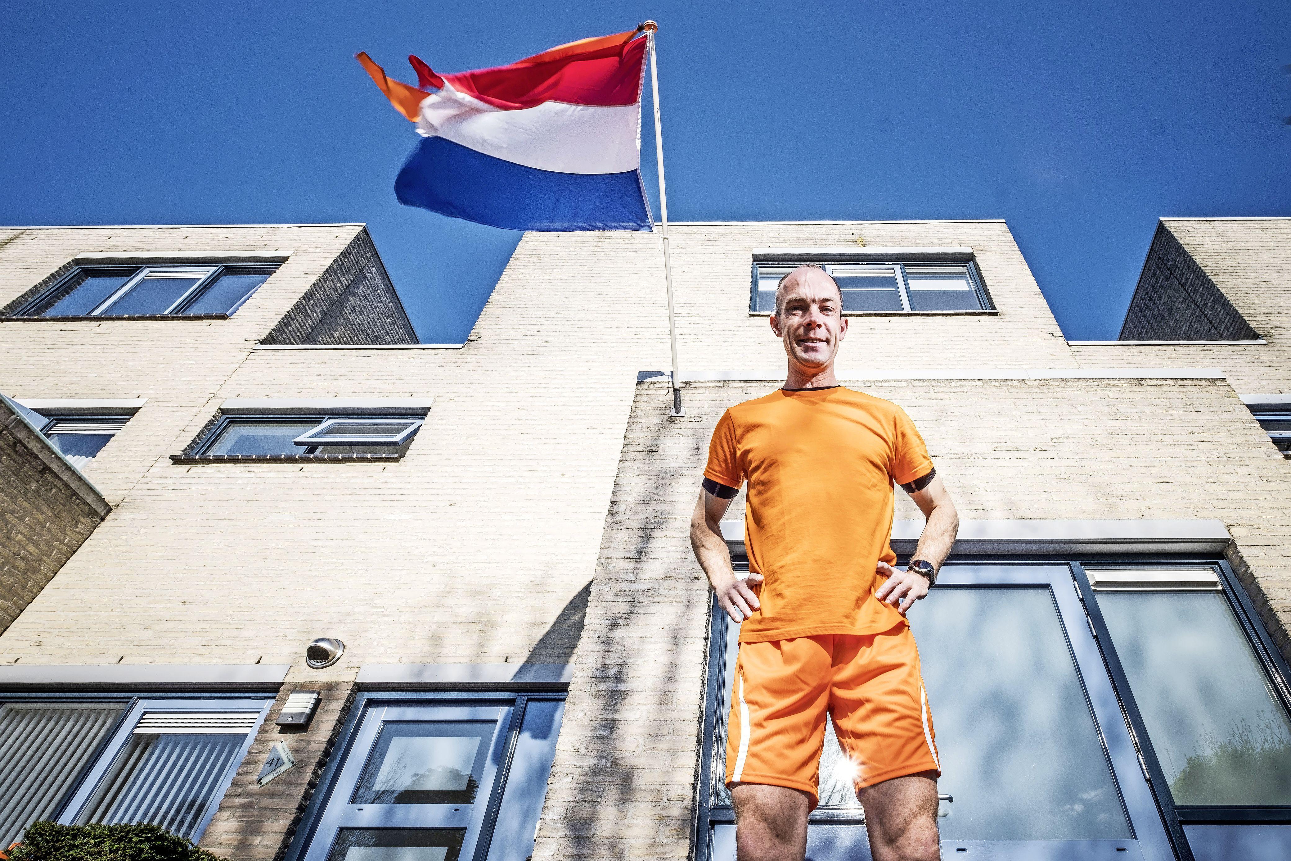 Wat kun je doen op Koningsdag in coronatijd? Nou, een marathon lopen bijvoorbeeld. In het oranje rent Duncan (39) kriskras door het hele dorp. 'Ik wist niet wat ik meemaakte'
