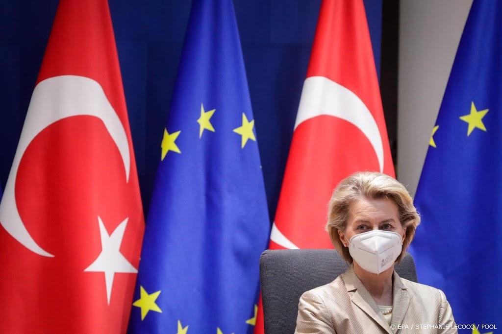 EU roept Turkije op vrouwenrechtenverdrag te behouden
