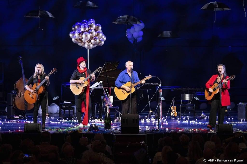 Herman van Veen viert nieuw record van 561 Carré-optredens
