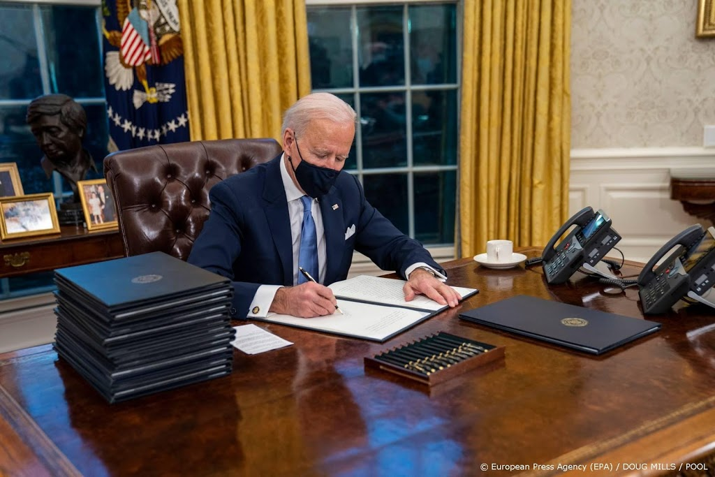 Biden komt op eerste dag na aantreden met reeks 'coronadecreten'