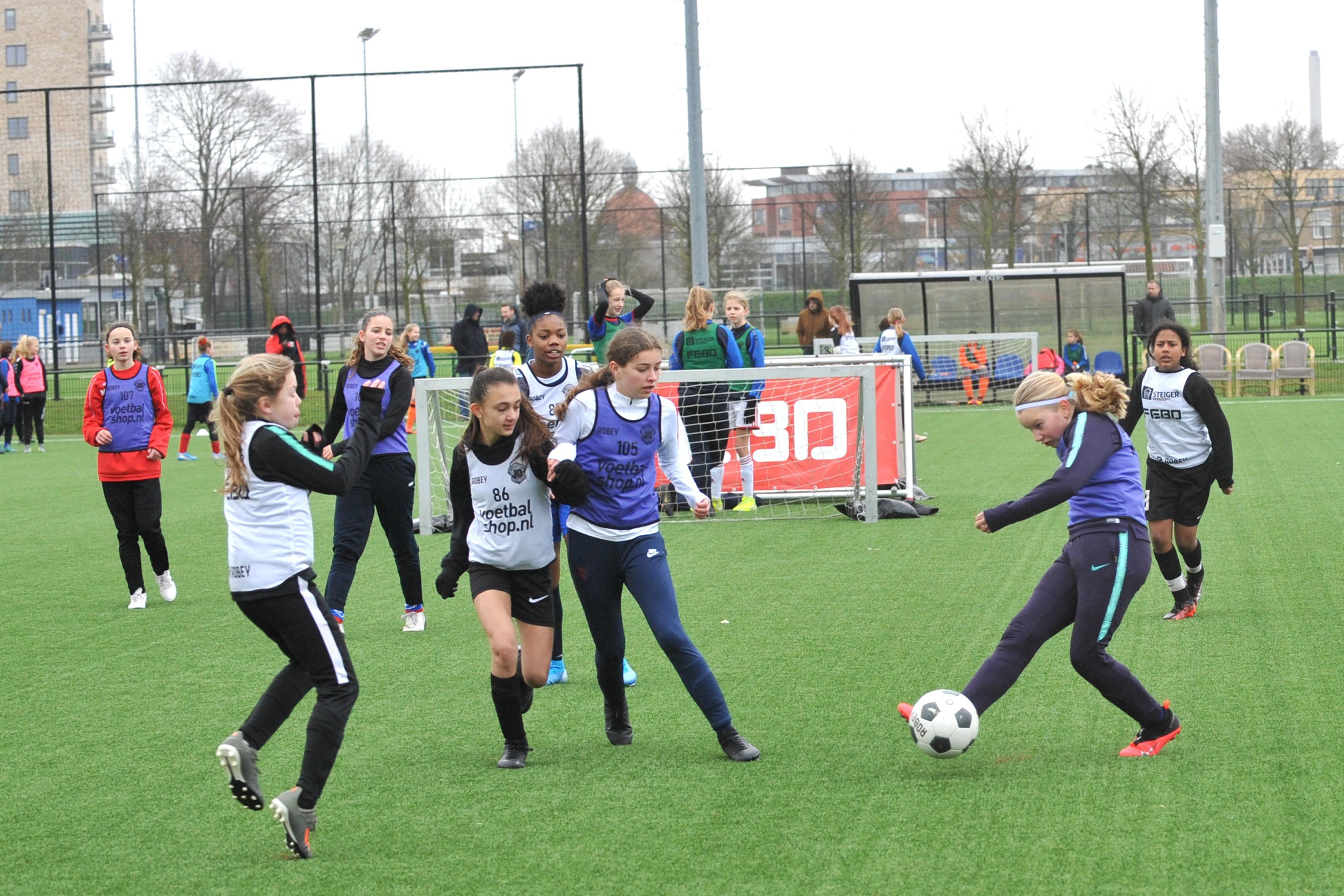 Talentendag voor meisjesvoetballers bij DEM: dromen van Oranje