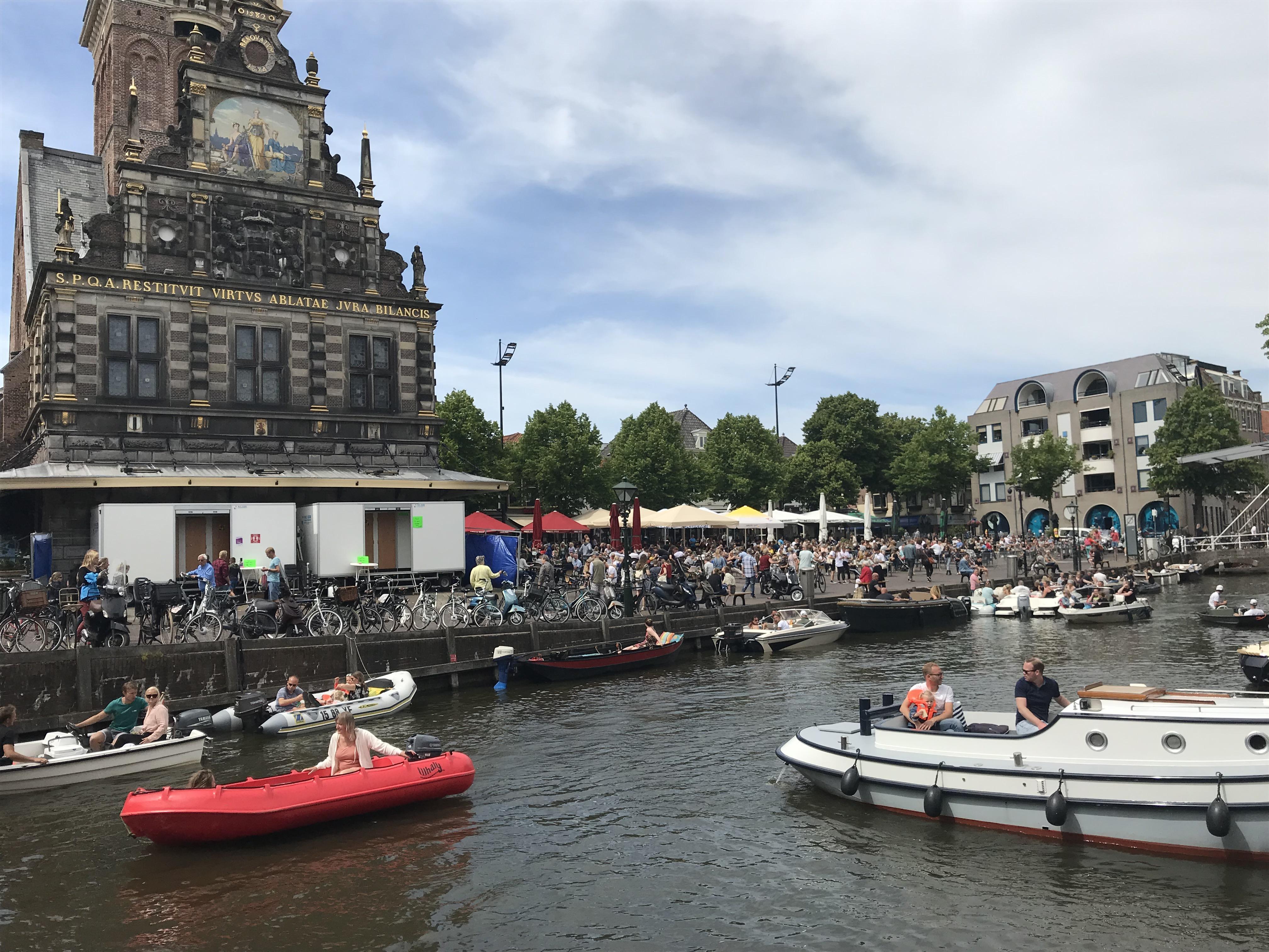 Burgemeester van Alkmaar waarschuwt na pinksterdrukte: 'Houd voldoende afstand, ook op het water'