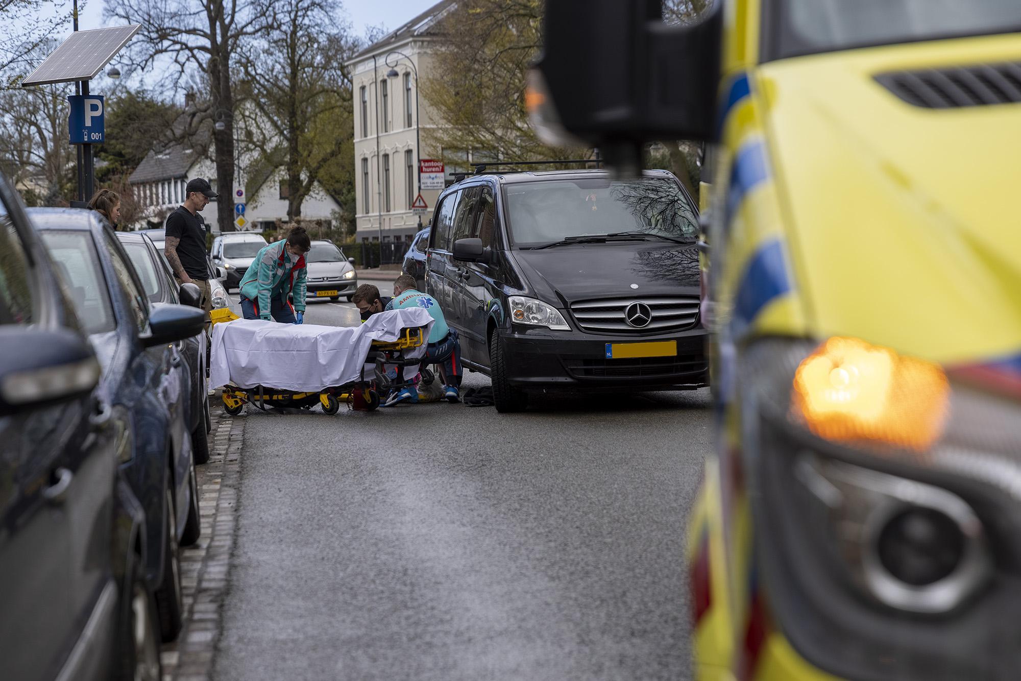 73-jarige fietsster gewond bij botsing met auto, file in de Haarlemse Waarderpolder
