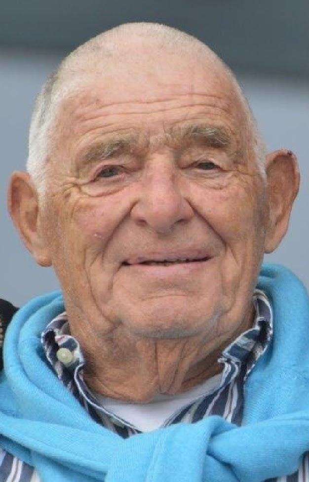Over de doden: Nico Vreeswijk (1935-2020). De trotse kampioen van het koude buffet en de tennisbaan