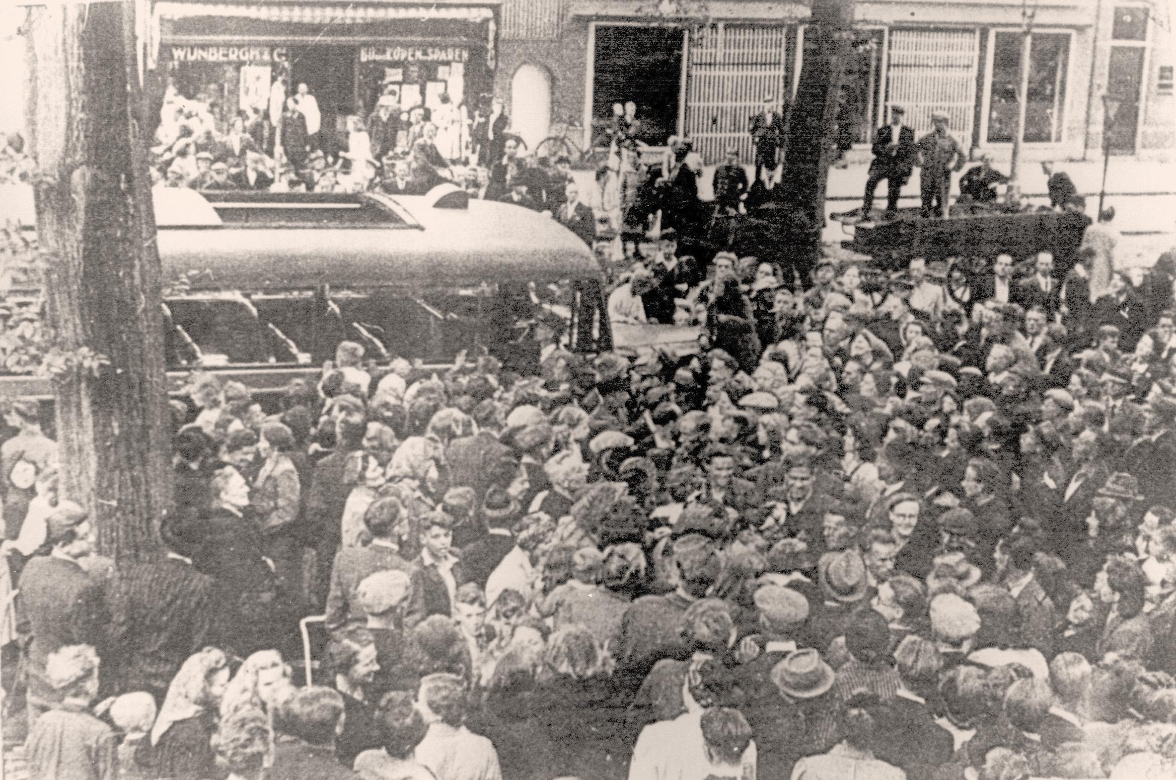 Frits' bizarre busreis naar Beverwijk, vanuit bevrijd concentratiekamp Dachau