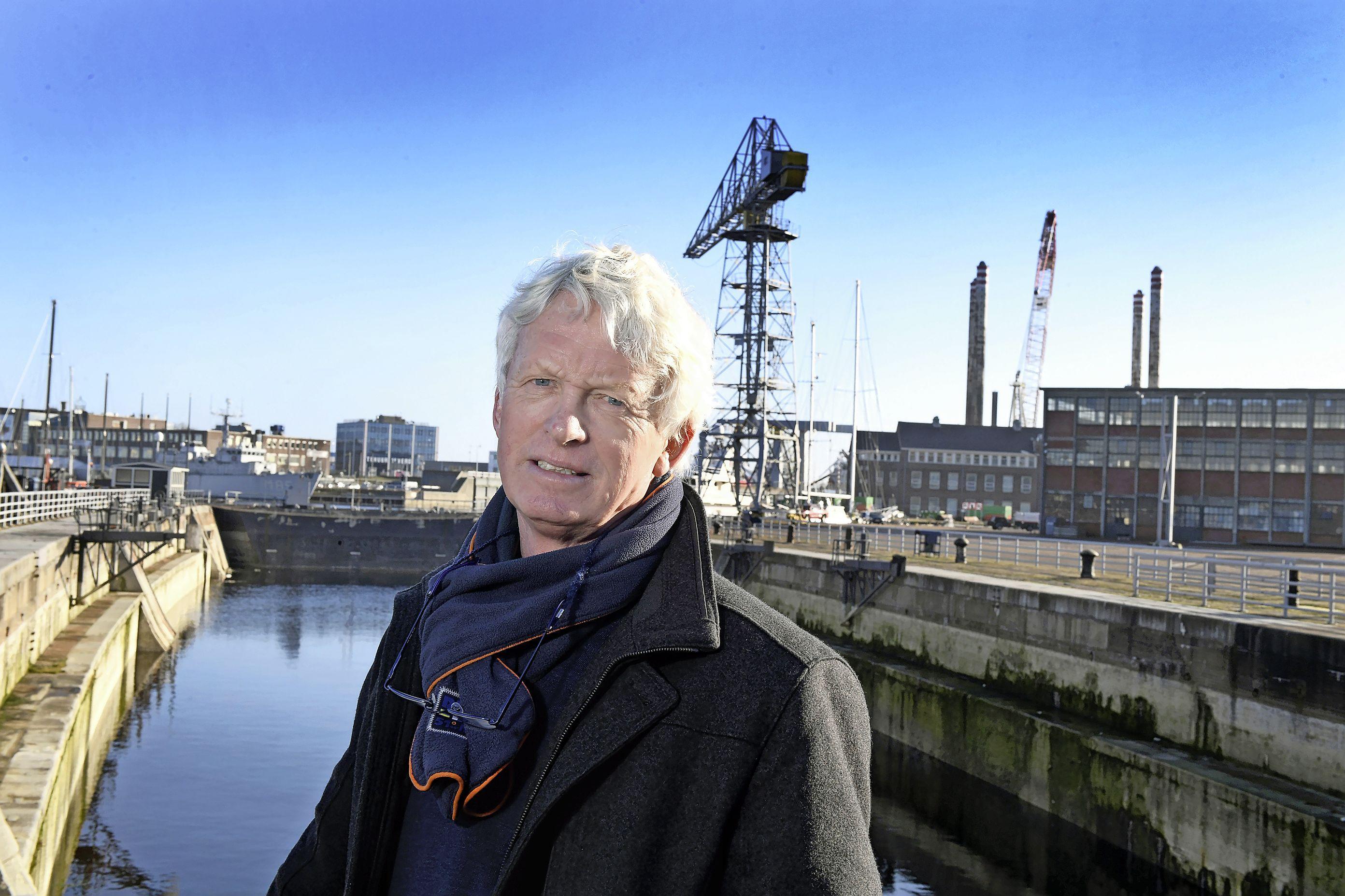 Het stadhuis op Willemsoord wordt de doodsteek voor werk aan schepen in dok 2. 'Dit plan gaat Helderse ondernemers miljoenen aan omzet kosten', voorspelt directeur Jelle Loosman van Damen Shipyards Den Helder