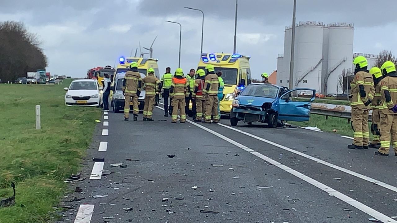 Drie gewonden bij botsing tussen zes voertuigen bij 't Zand