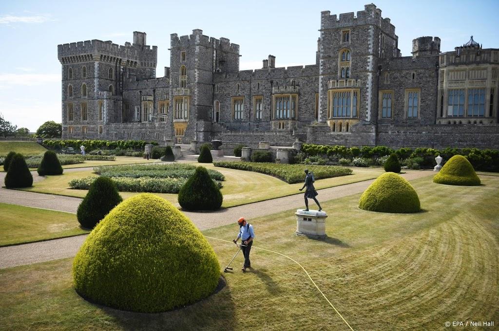 Nederlandse klokkenspecialist druk met klokken Windsor Castle