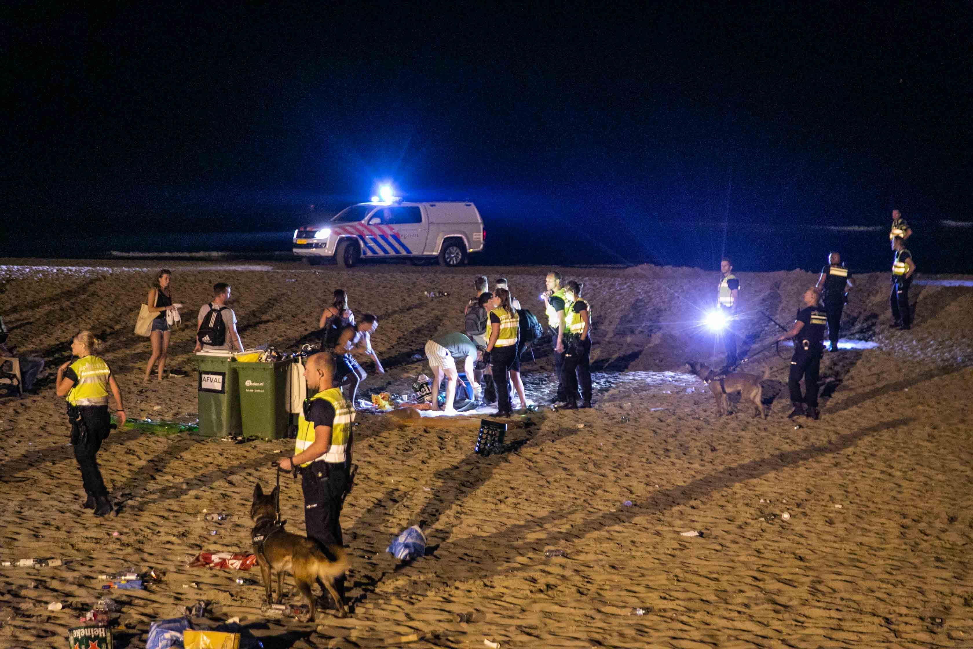 Locoburgemeester Wijkhuijsen zwaar teleurgesteld na 'schoonvegen' strand bij Bloemendaal: 'De discipline is er echt uit'