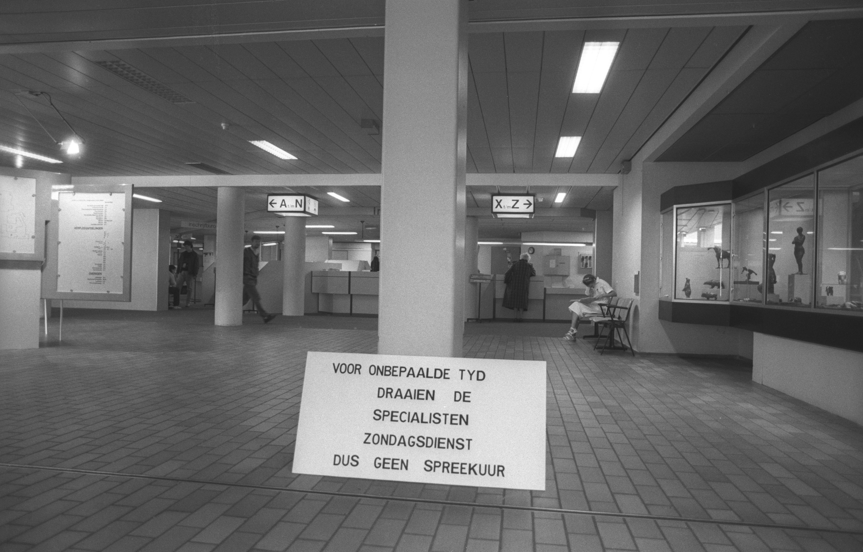 Boze medisch specialisten in actie tegen inkomstendaling. Zondagsdiensten in het ziekenhuis van Alkmaar (1988)