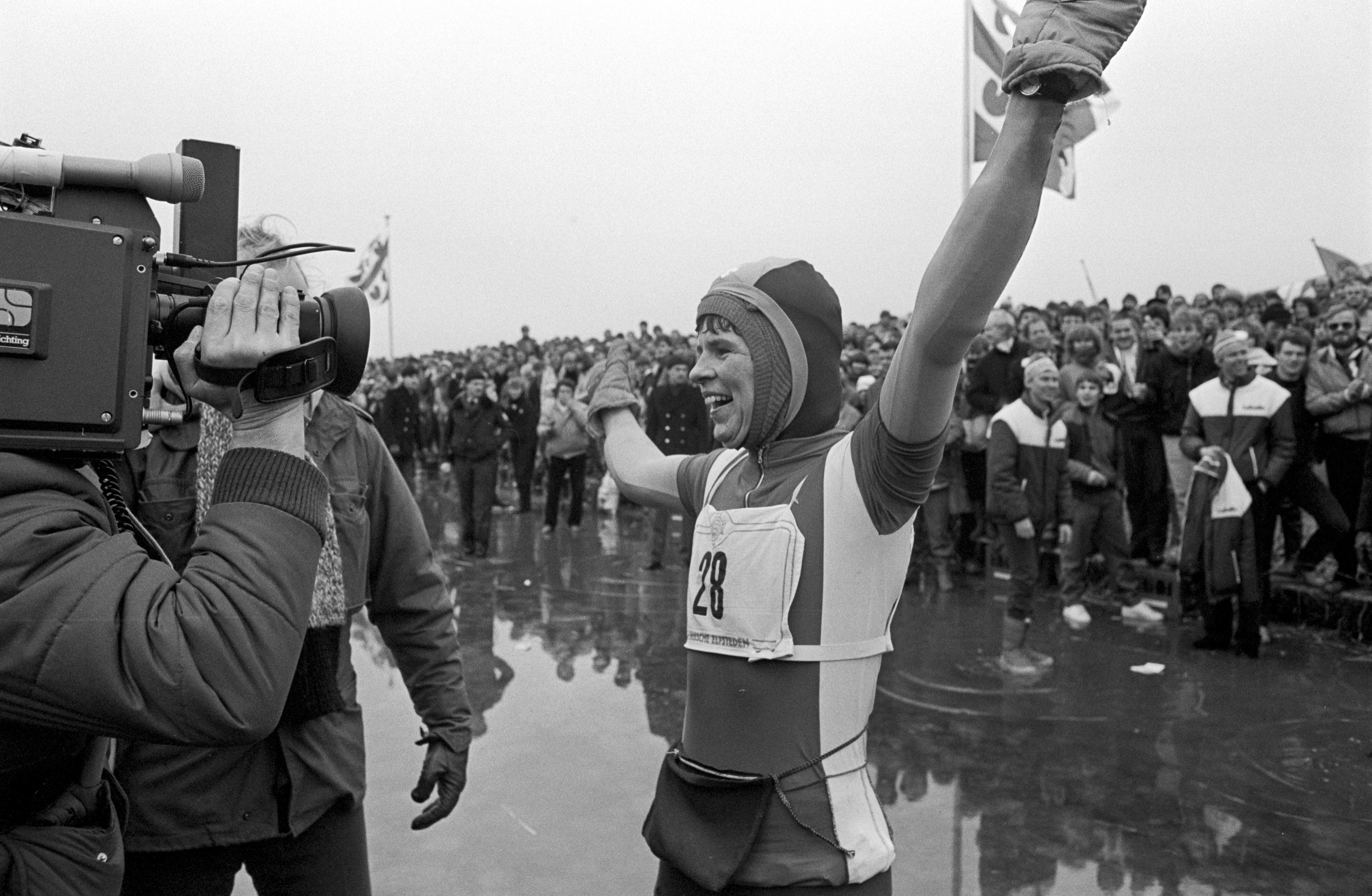 Lenie van der Hoorn mag zich na ruim 35 jaar officieel winnares van de Elfstedentocht noemen: 'Eindelijk erkenning, dat ik dat nog mag meemaken'