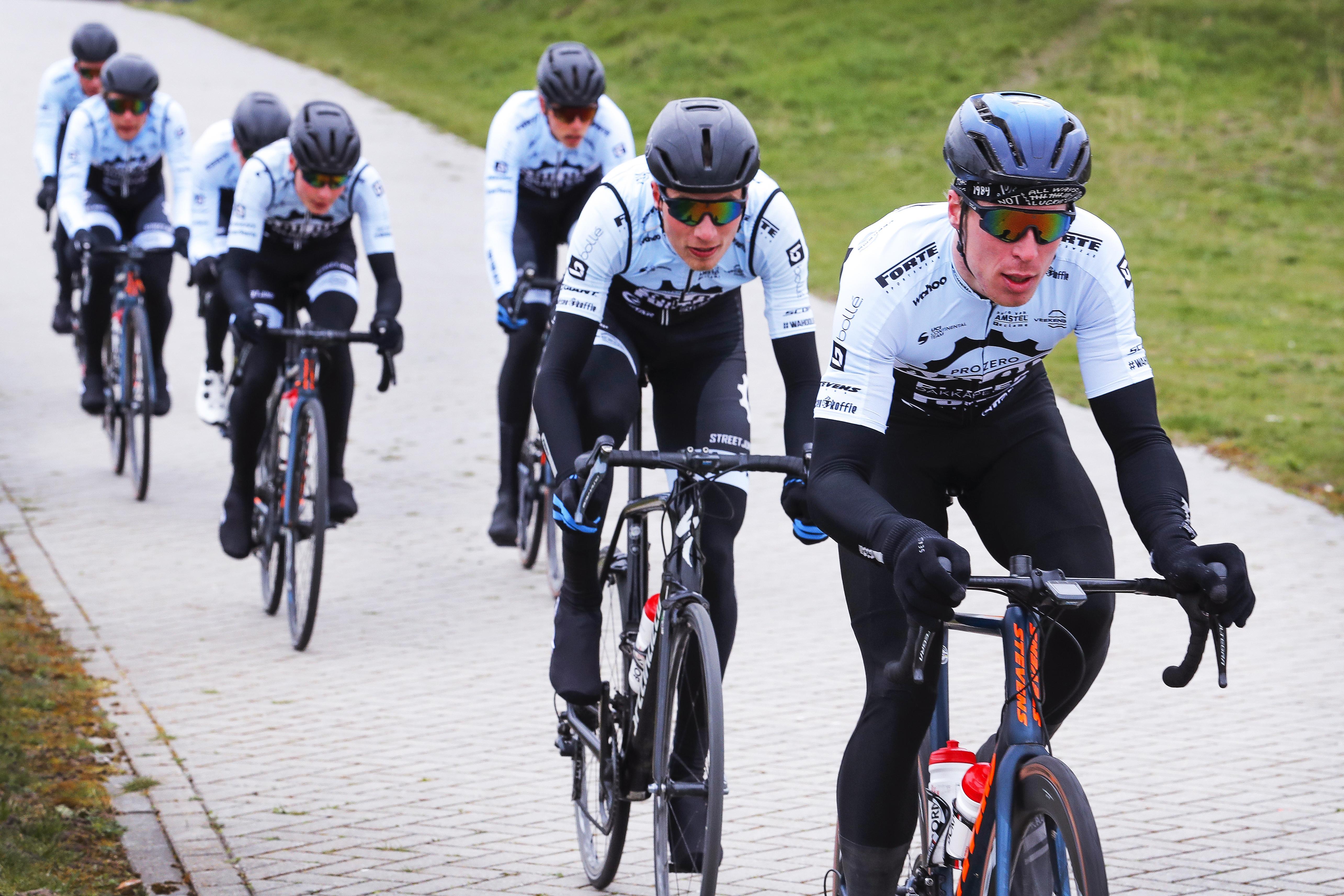 Ivar Slik en Stijn Appel van A Bloc CT moeten in hun eerste race meteen aan de bak tegen de wereldtop. Toch zijn ze optimistisch over de Ronde van Turkije: 'We gaan proberen voor een ritzege te koersen'