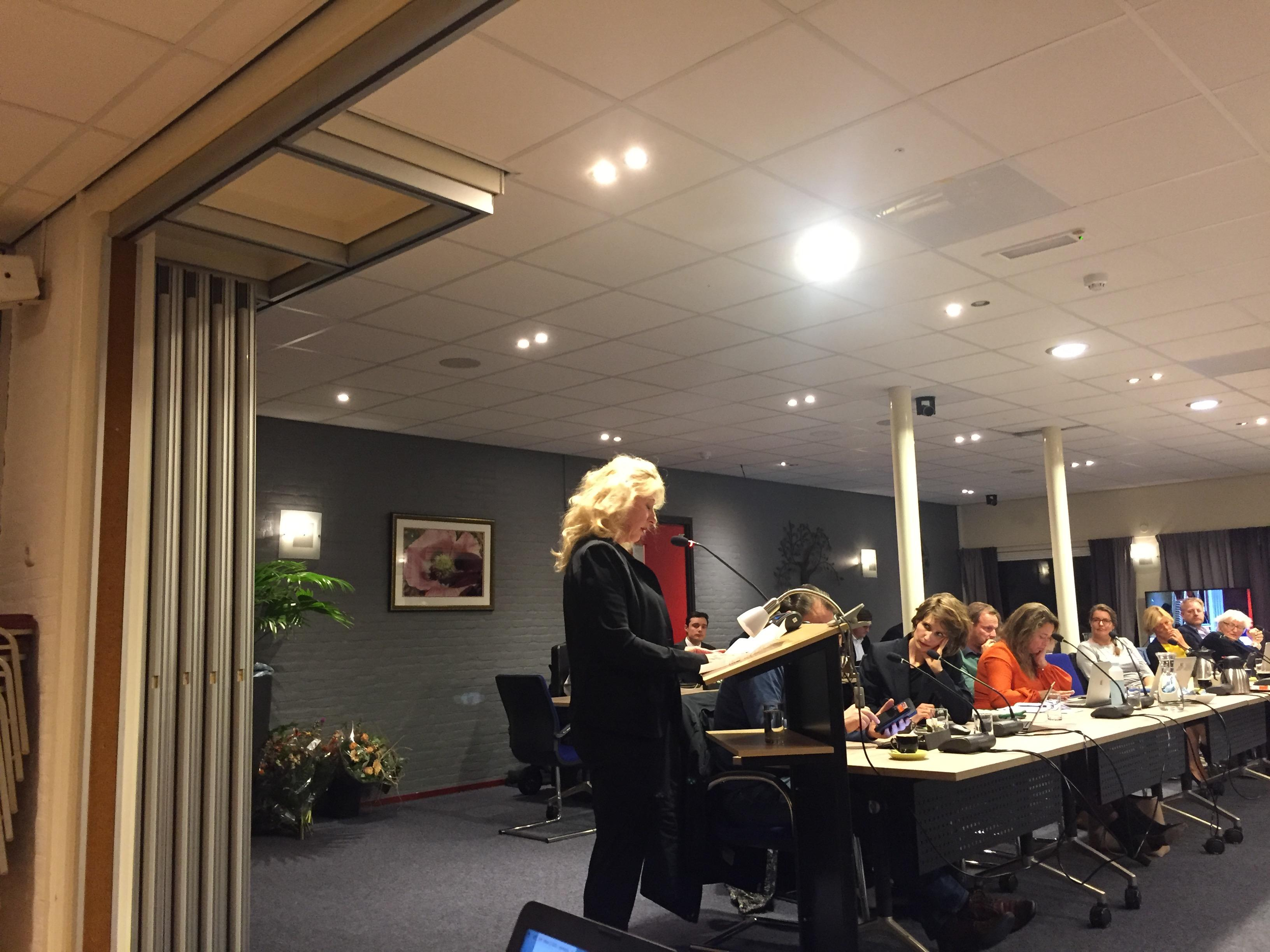 Vraagtekens bij wederzijds vertrouwen binnen politiek in Bergen gezet; burgemeester Hetty Hafkamp reageert fel