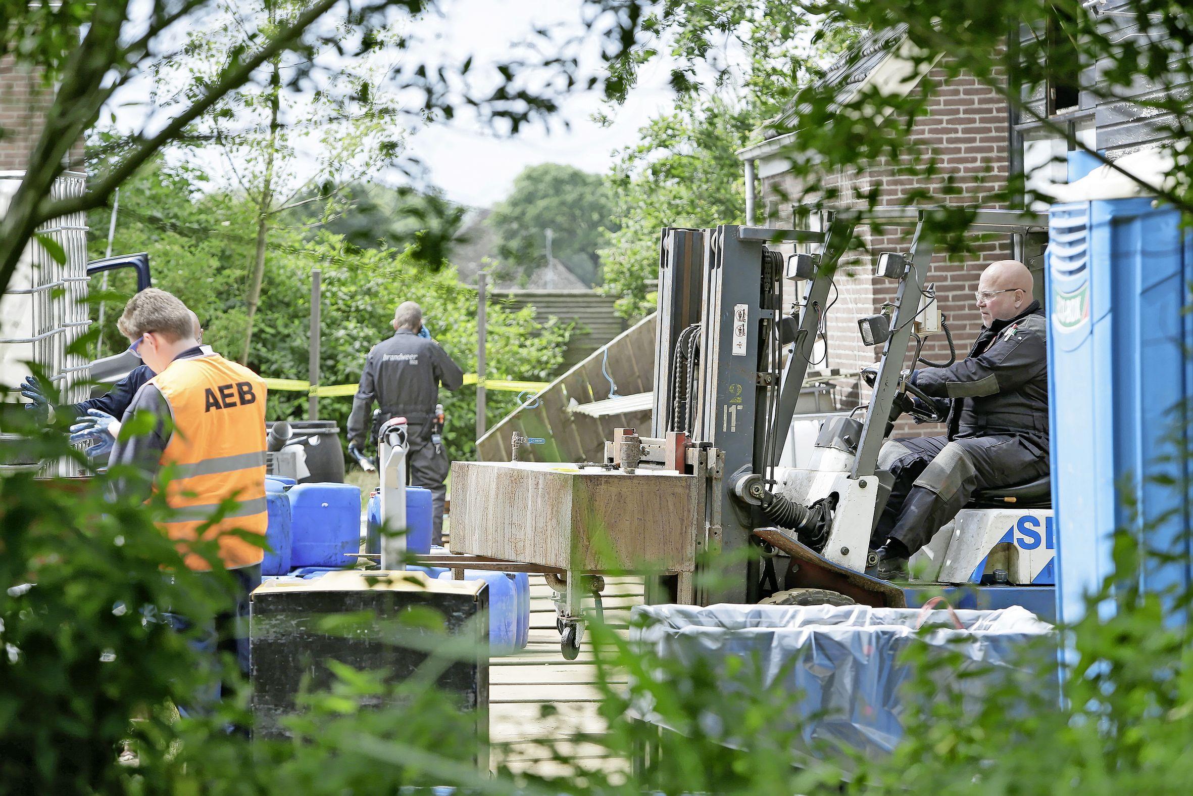 Ontmantelen drugslabs is specialistenwerk, maar kost politie Noord-Holland tienduizenden euro's per locatie. 'Toch: hoe meer van die troep we van straat halen, des te beter'