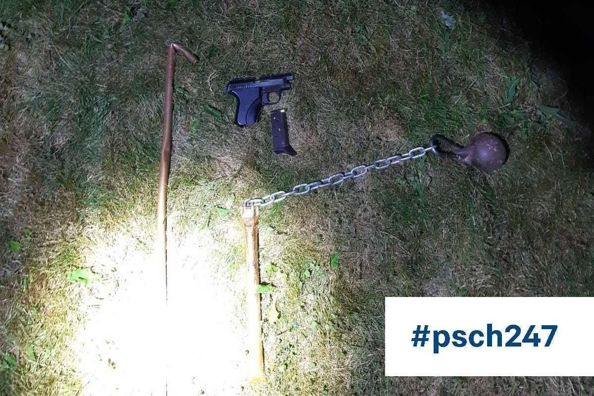 Tijdens gesprek met jongeren ontdekt politie wapens in bosjes bij meer van Dirkshorn