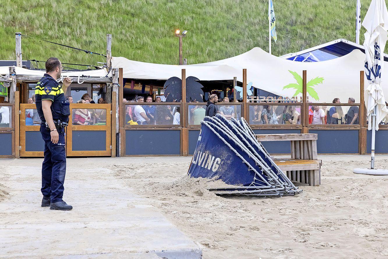 Reanimatie bij trancefeest in Overveen, traumahelikopter landt op strand