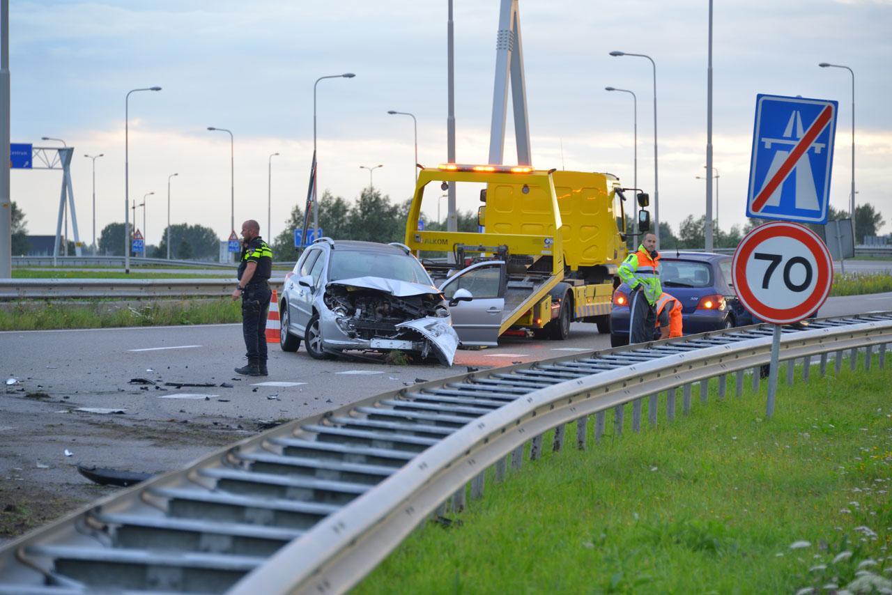 Veel schade bij ongeval op oprit A4 bij Hoofddorp