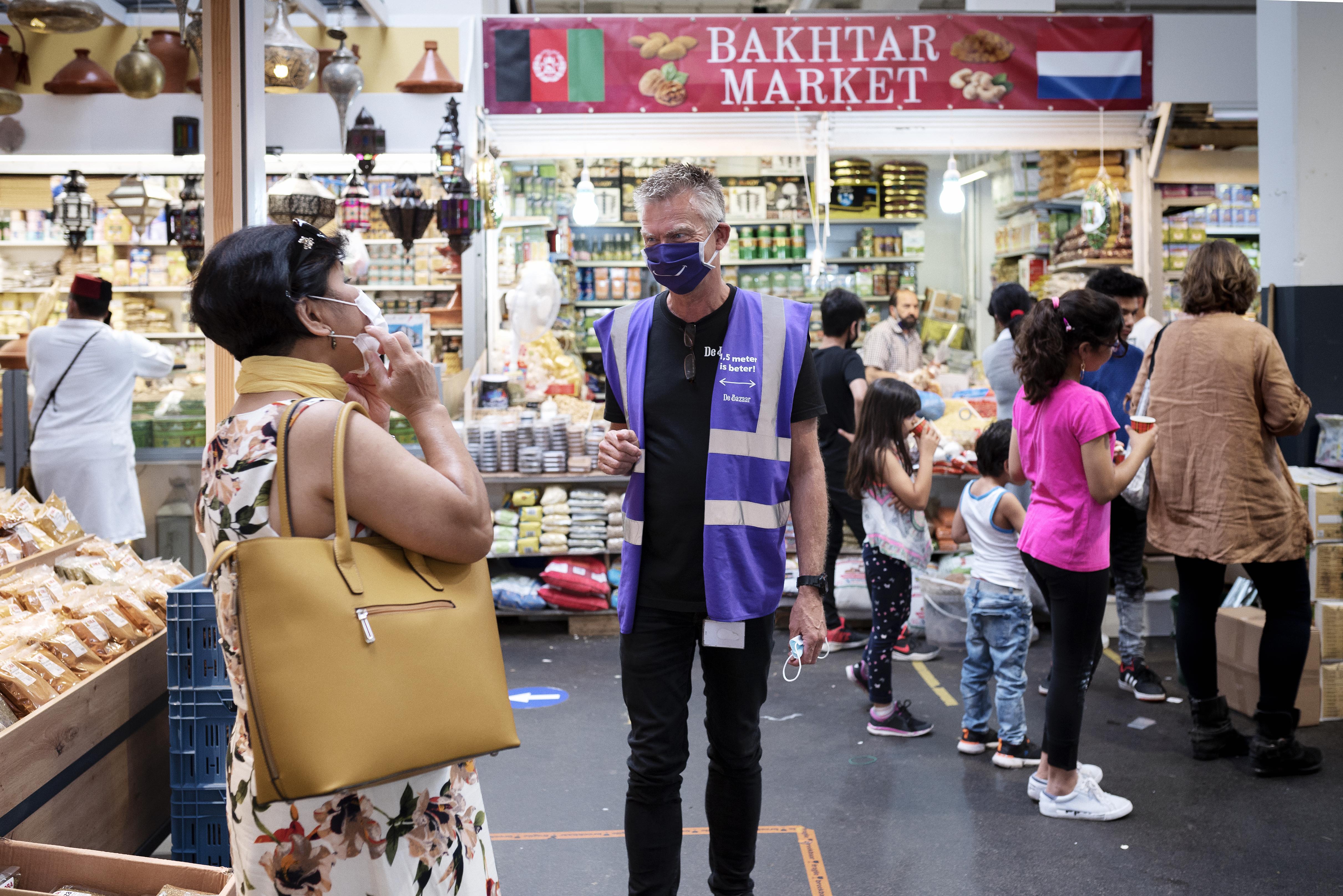 Zestig eettentjes op De Bazaar in Beverwijk dicht vanwege coronamaatregelen
