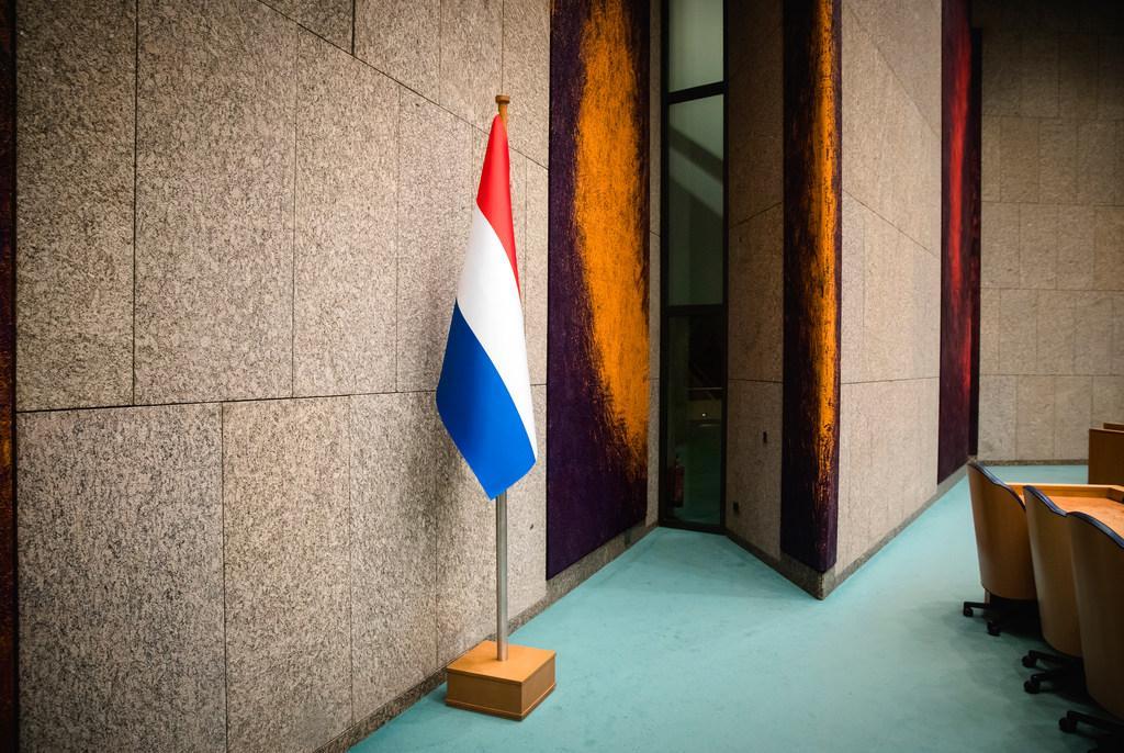 Ruzie over Nederlandse vlag haalt oude wonden open in gemeenteraad van Castricum: 'Ieder circus heeft zijn eigen clown'