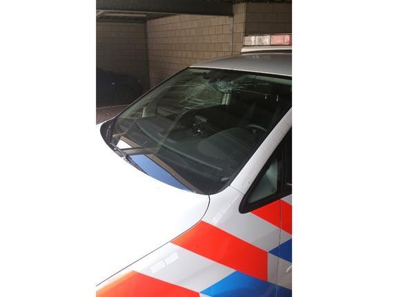 Politieauto vernield in Bunschoten-Spakenburg